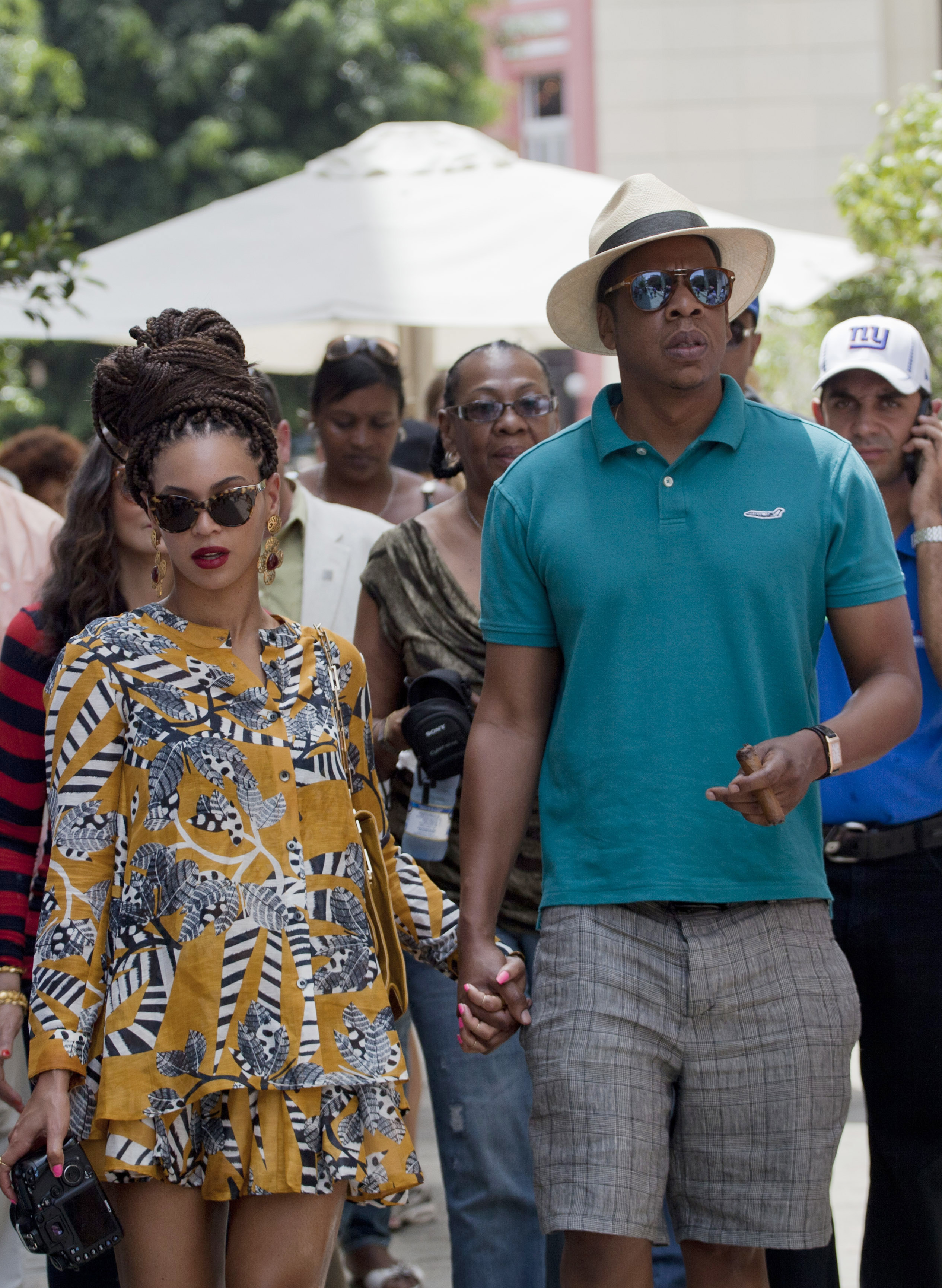 jay z beyonce havana cuba anniversary dinner party vacation mothers