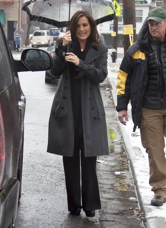 Mariska Hartigay umbrella new york street