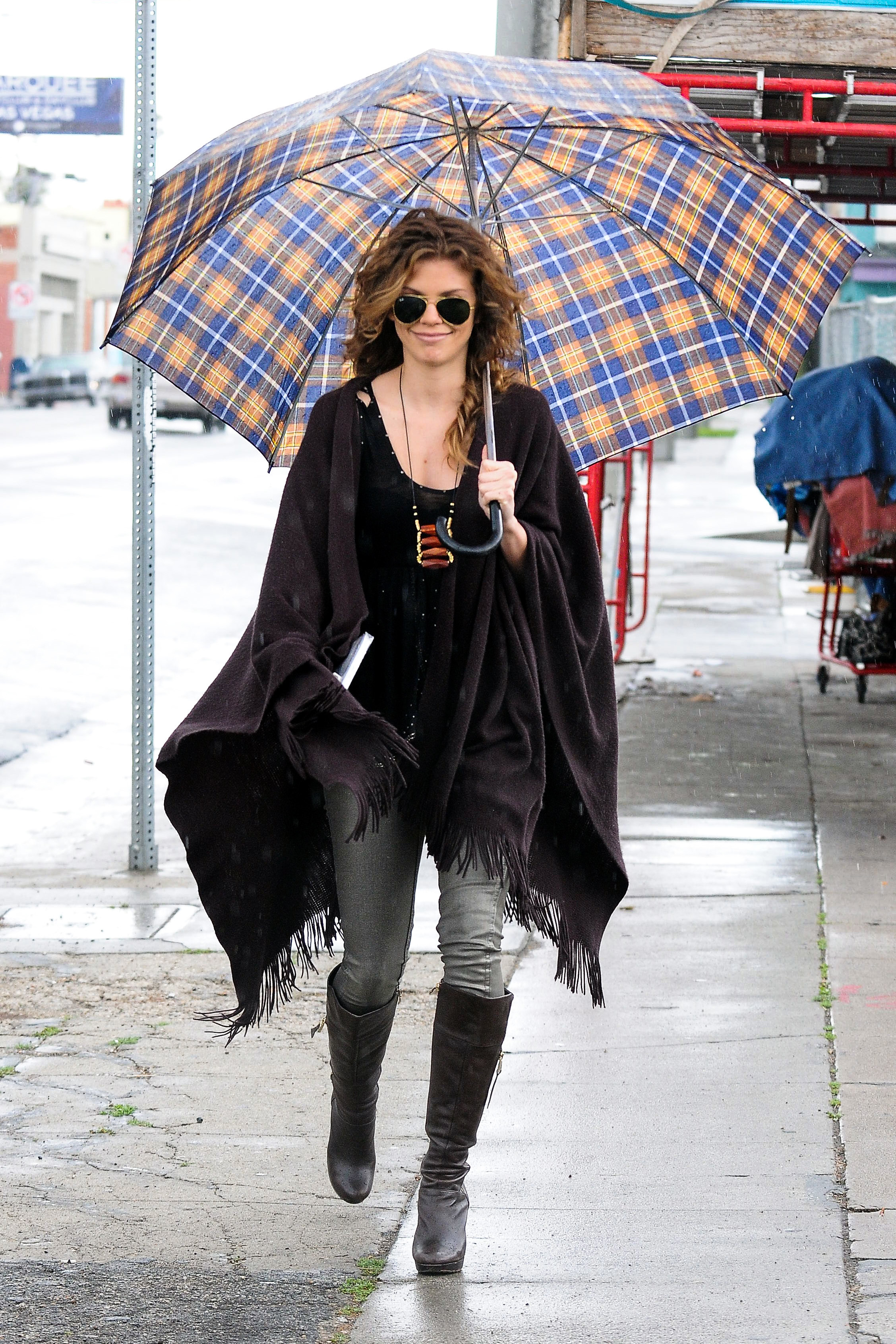 AnnaLynne McCord plaid umbrella