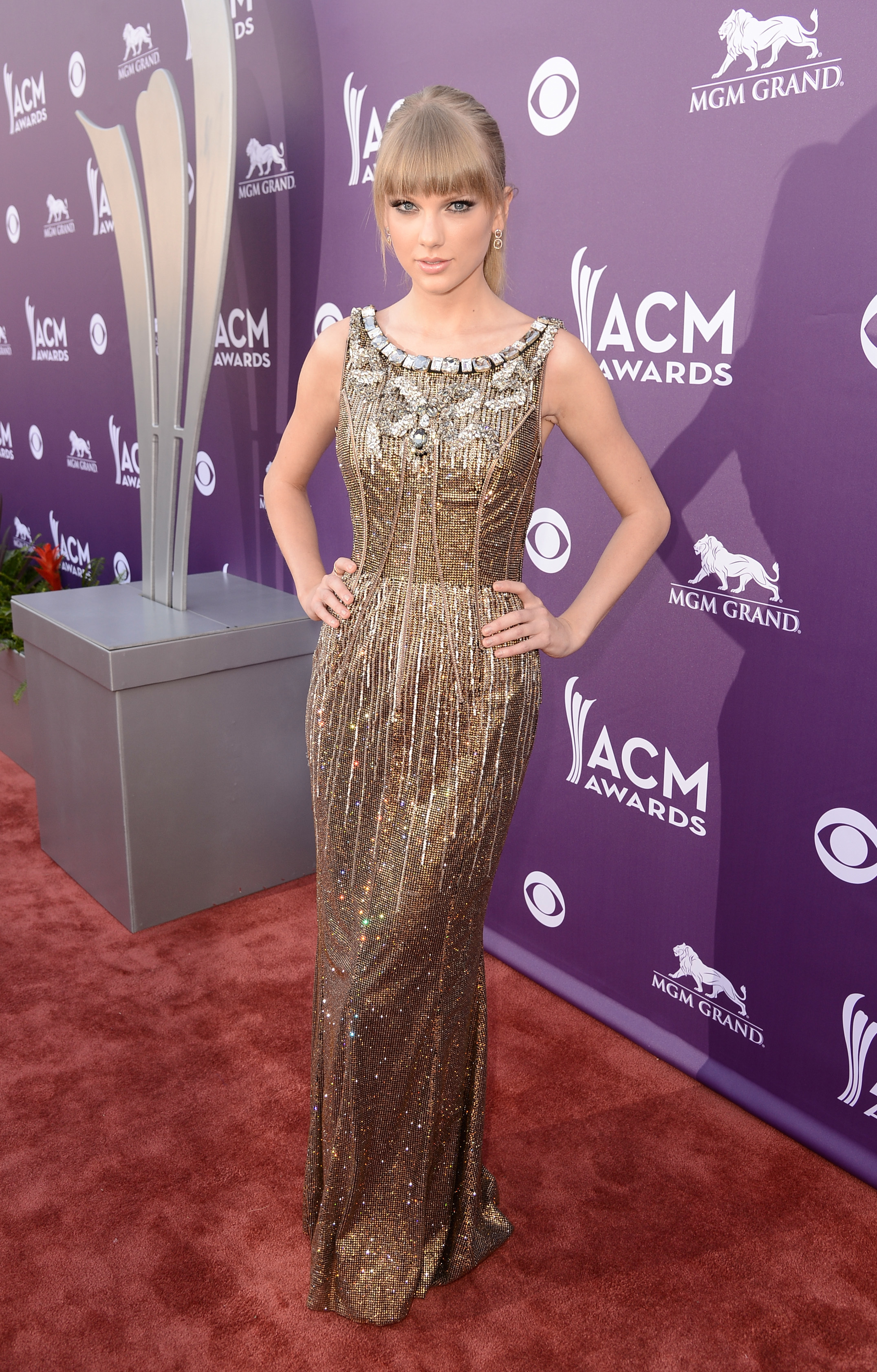 Taylor Swift gold dolce & gabbana dress 2013 ACM awards