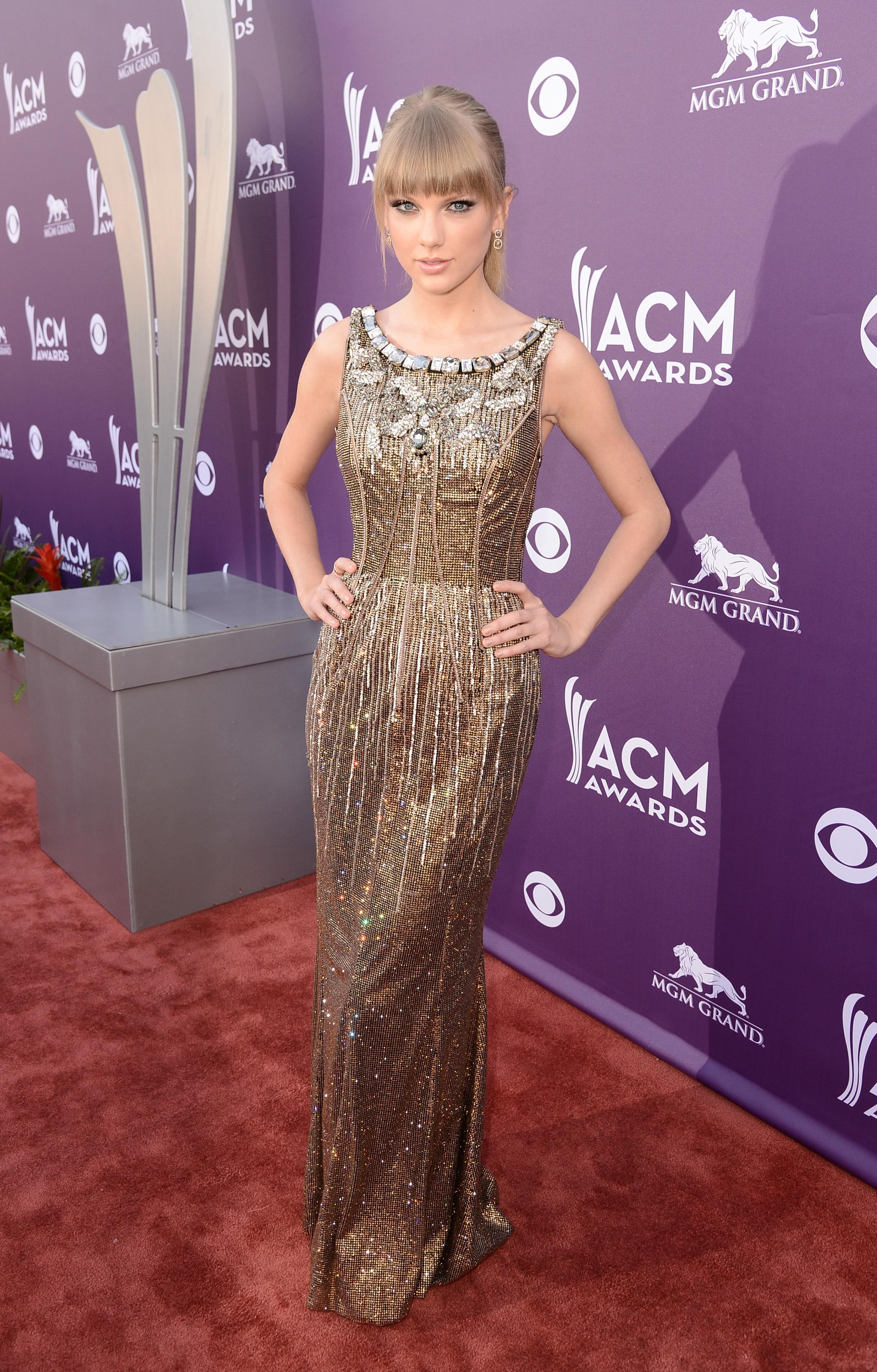 Taylor Swift gold dolce & gabbana dress 2013 ACM awards