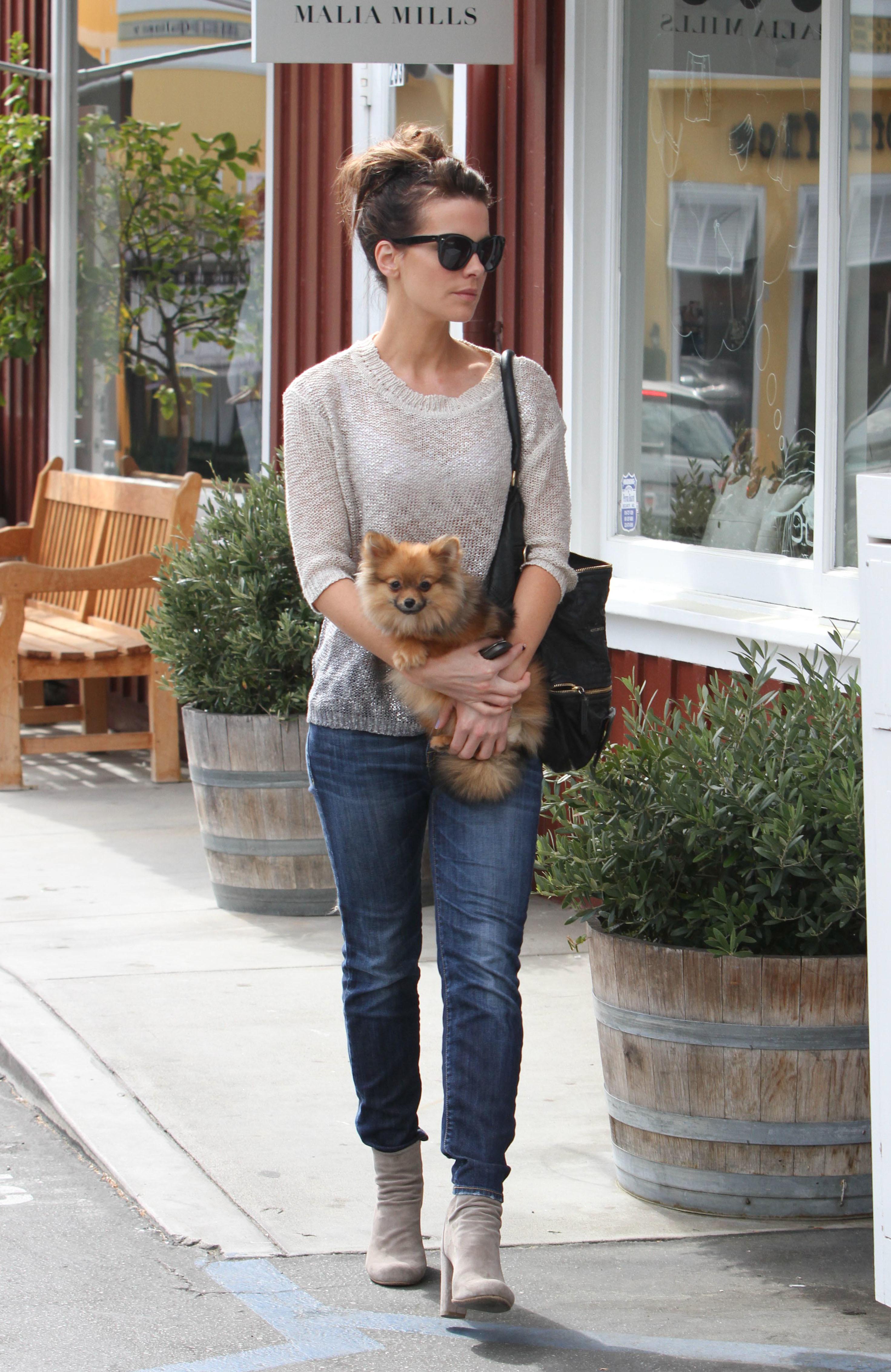 Kate Beckinsale dog