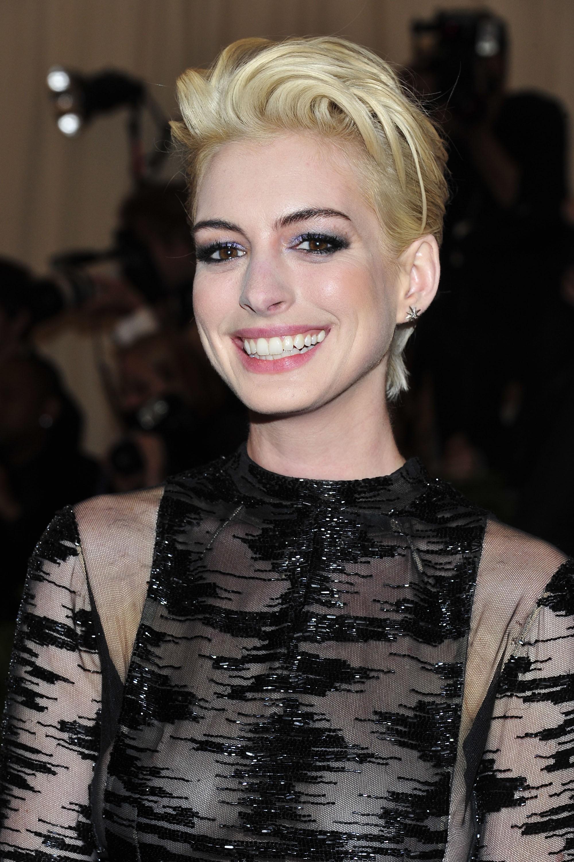 anne hathaway blond blonde brunette pixie hair
