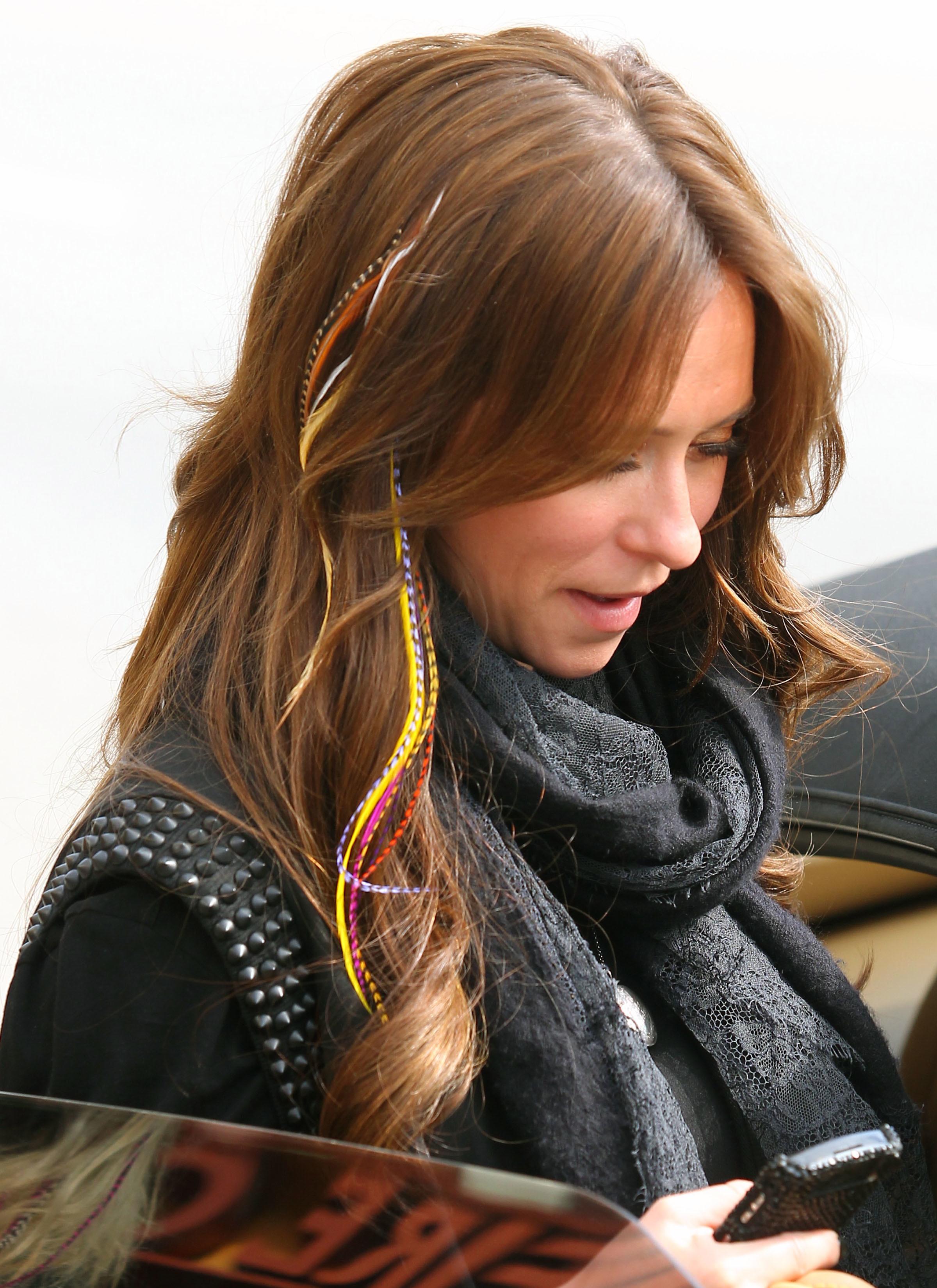 Jennifer Love Hewitt feather hair extensions