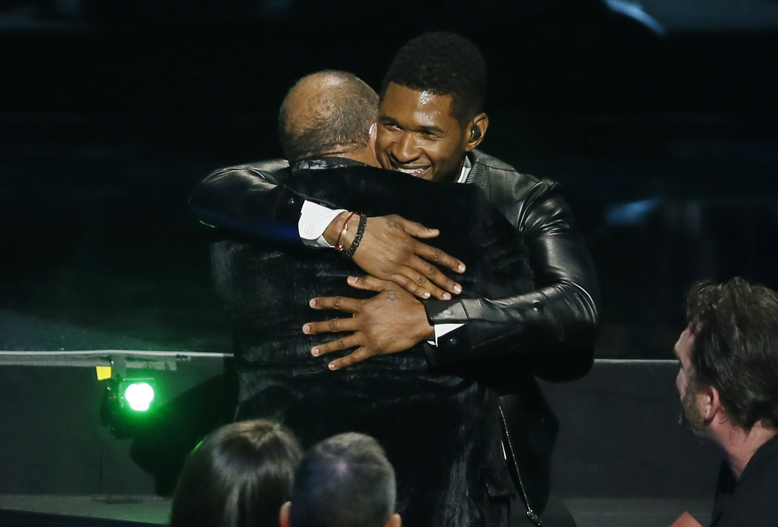 usher quincy jones hug