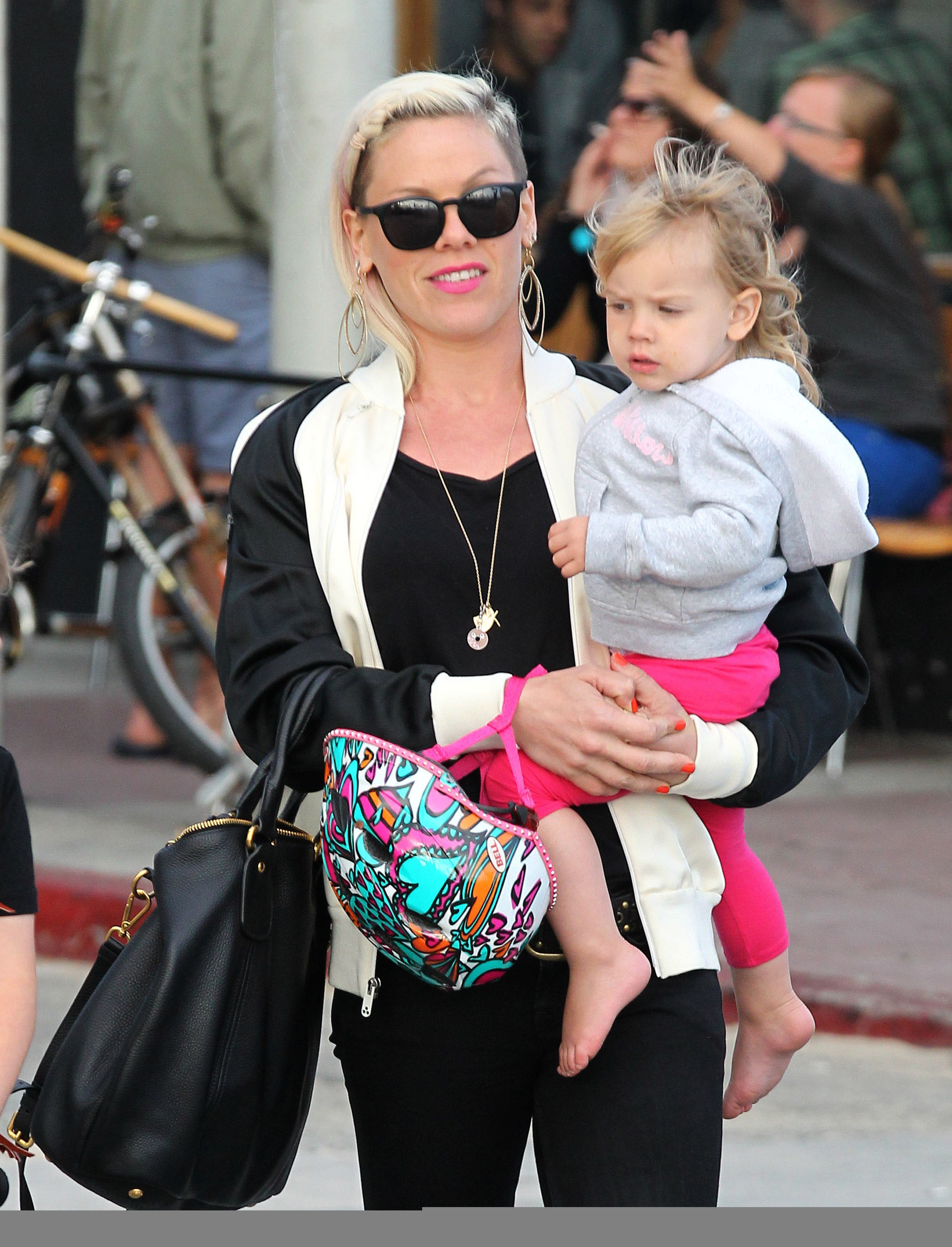pink new look extensions shaved head daughter willow carey hart venice bike