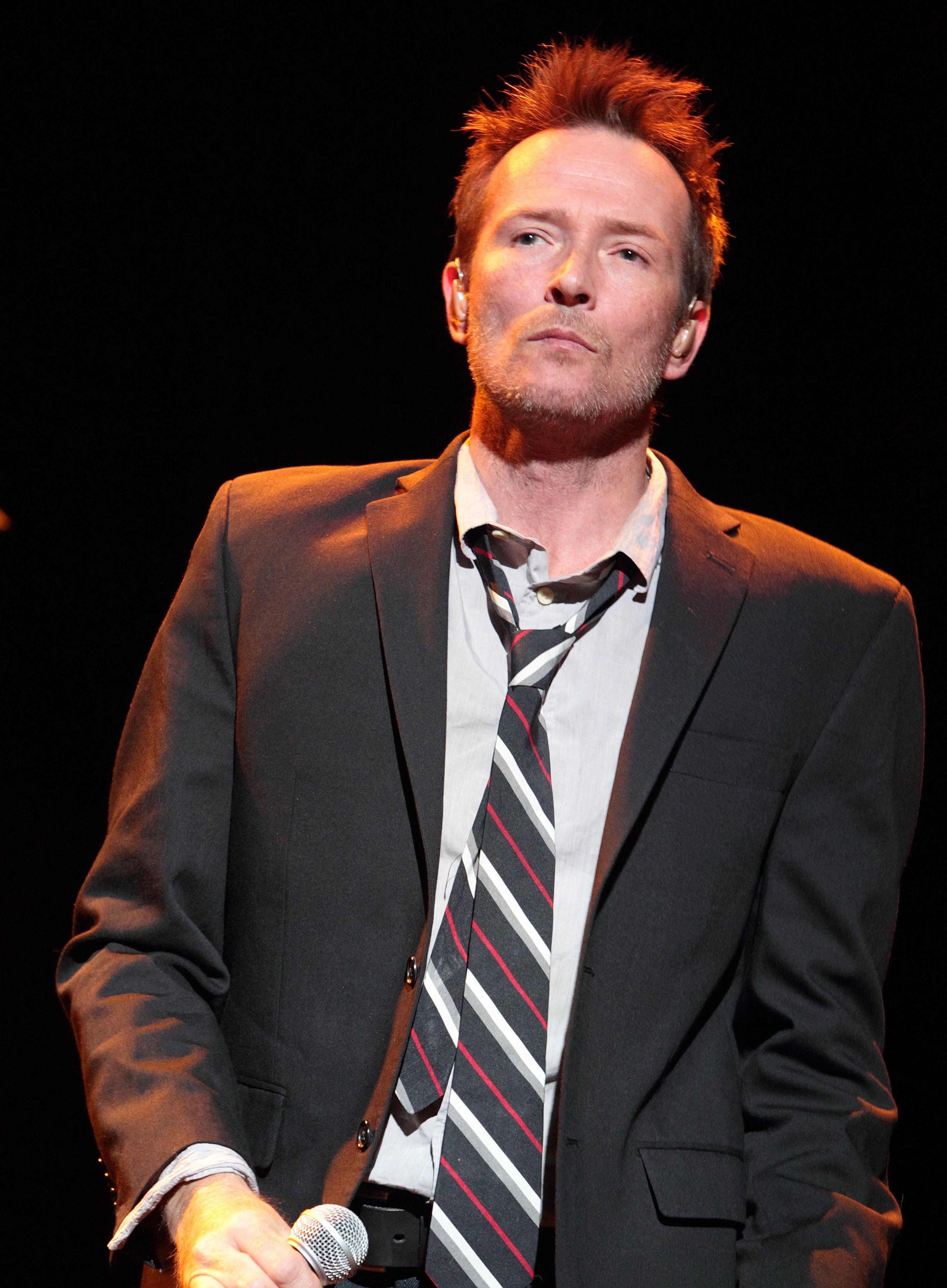 Scott Weiland performs