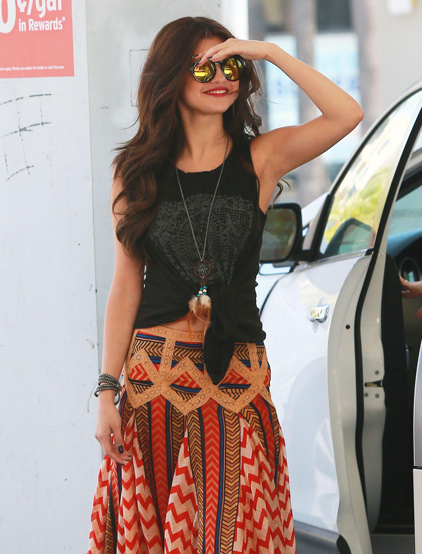 selena gomez sunglasses