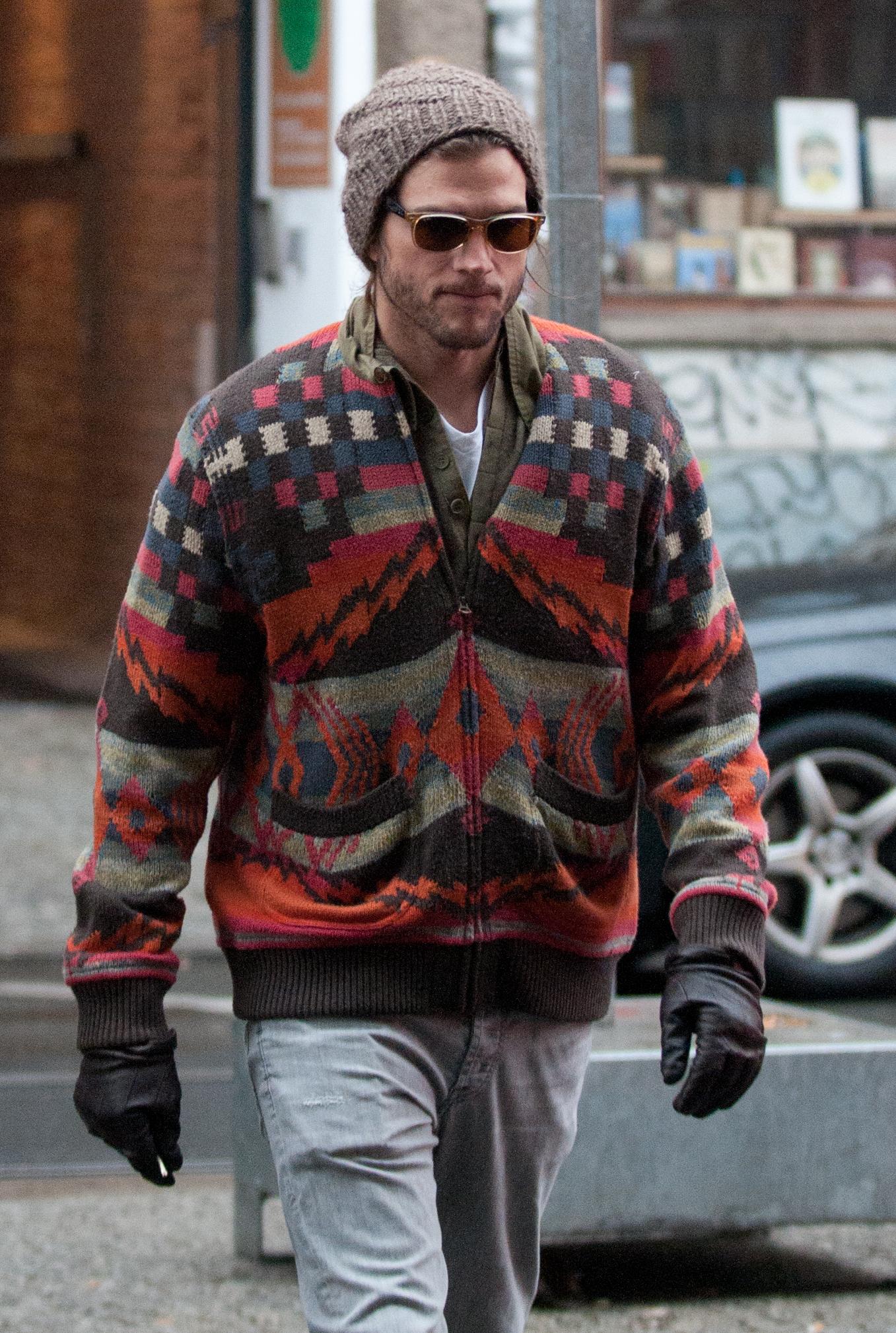 Ashton Kutcher sweater