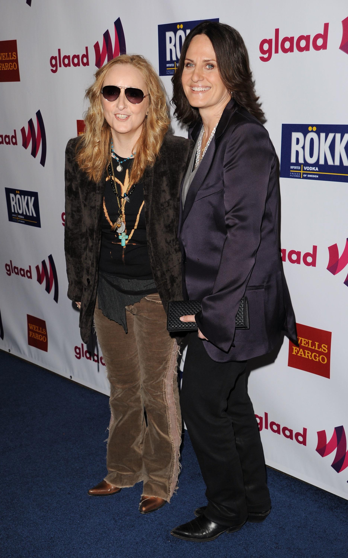 Melissa Etheridge and Linda Wallem engaged