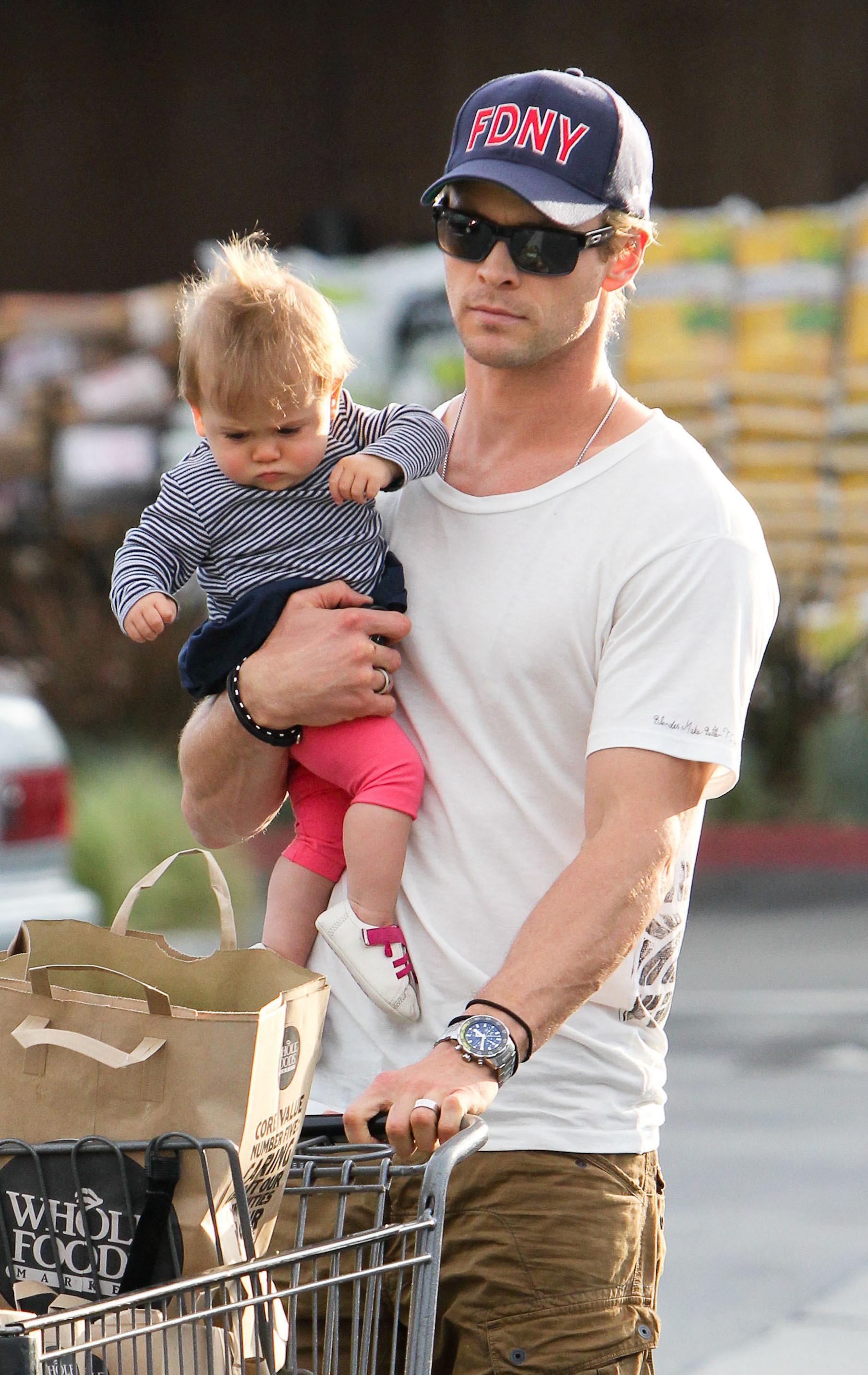 Chris Hemsworth shopping India
