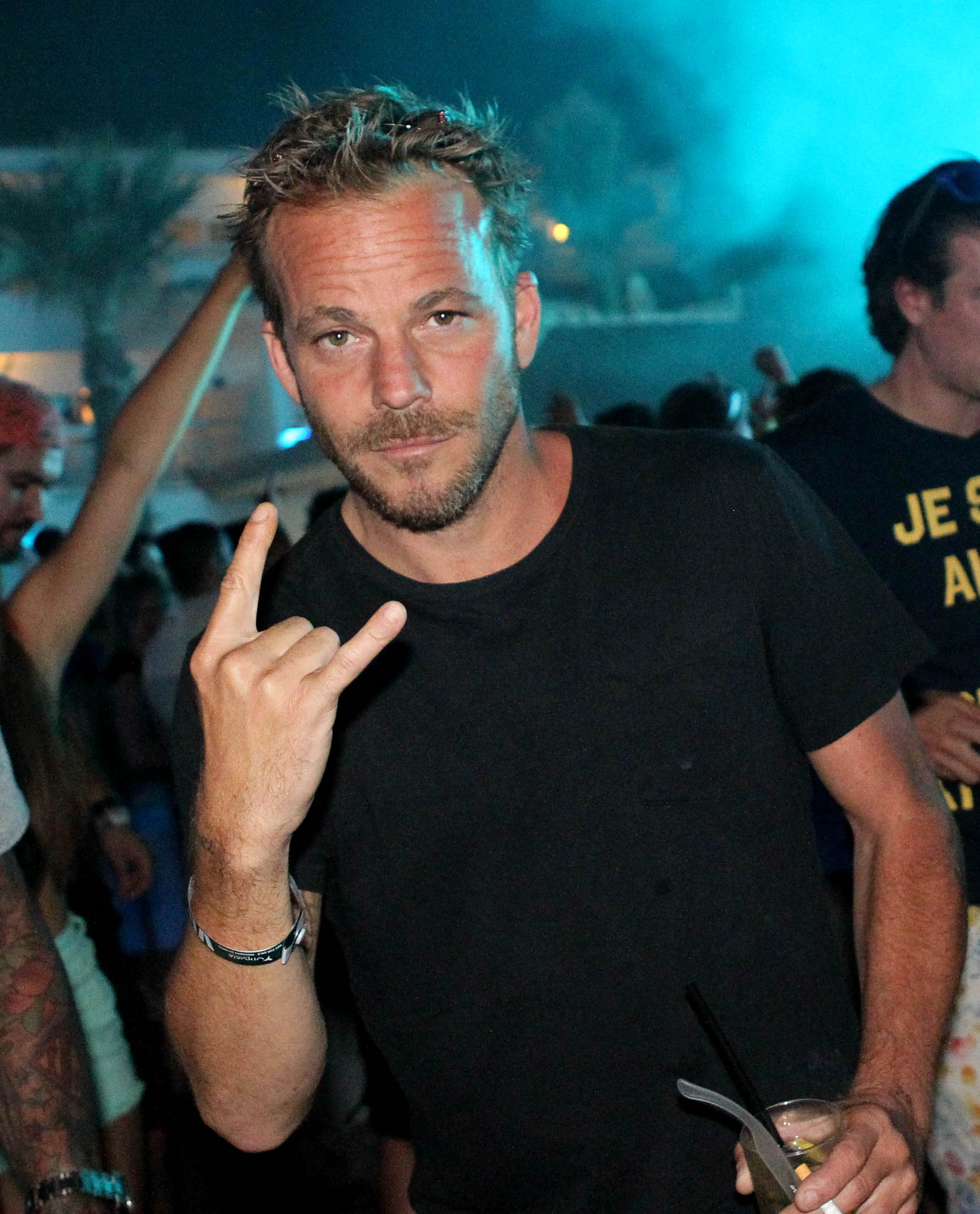 Stephen Dorff black shirt nightclub