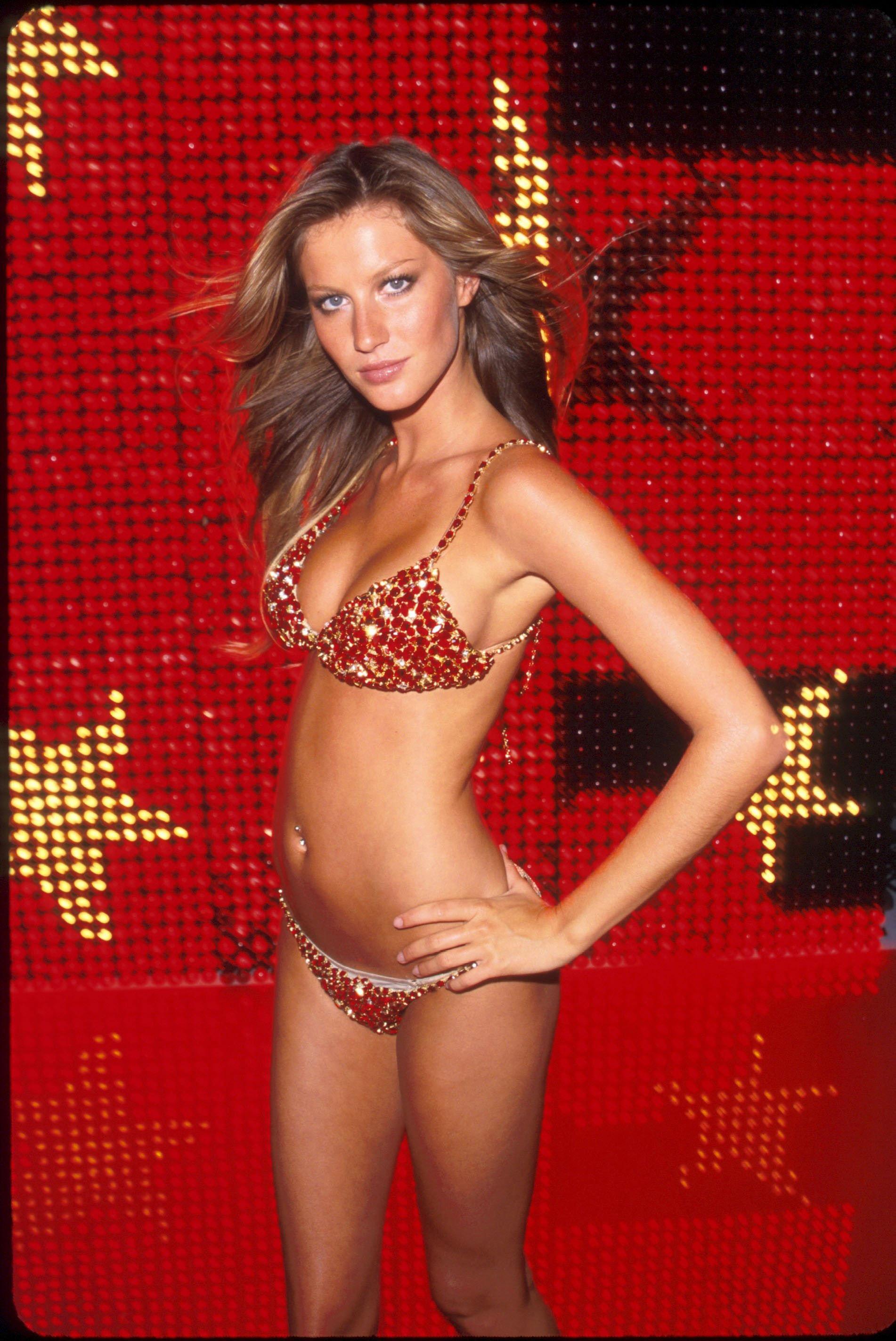 Gisele Bundchen ruby bikini