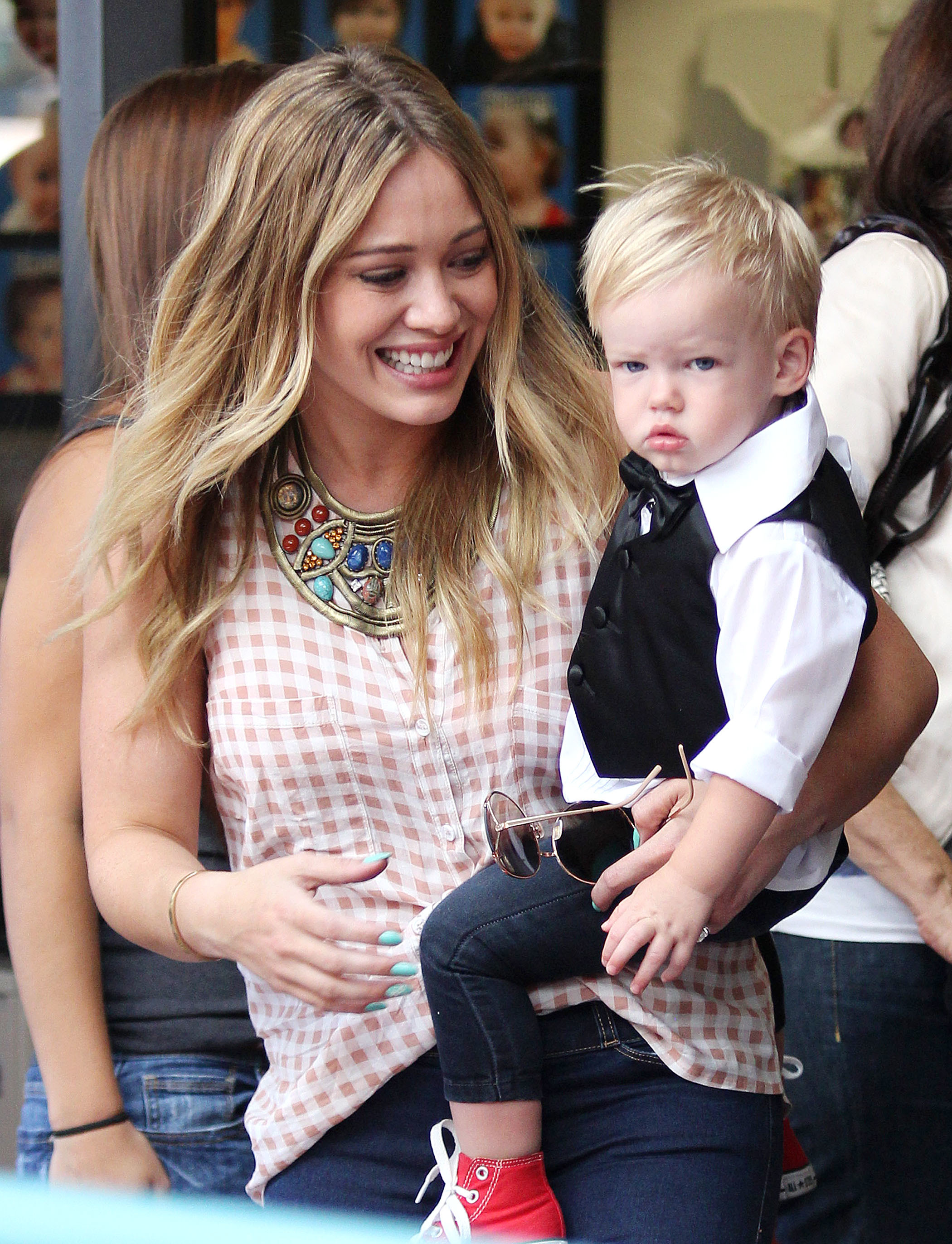hilary duff son