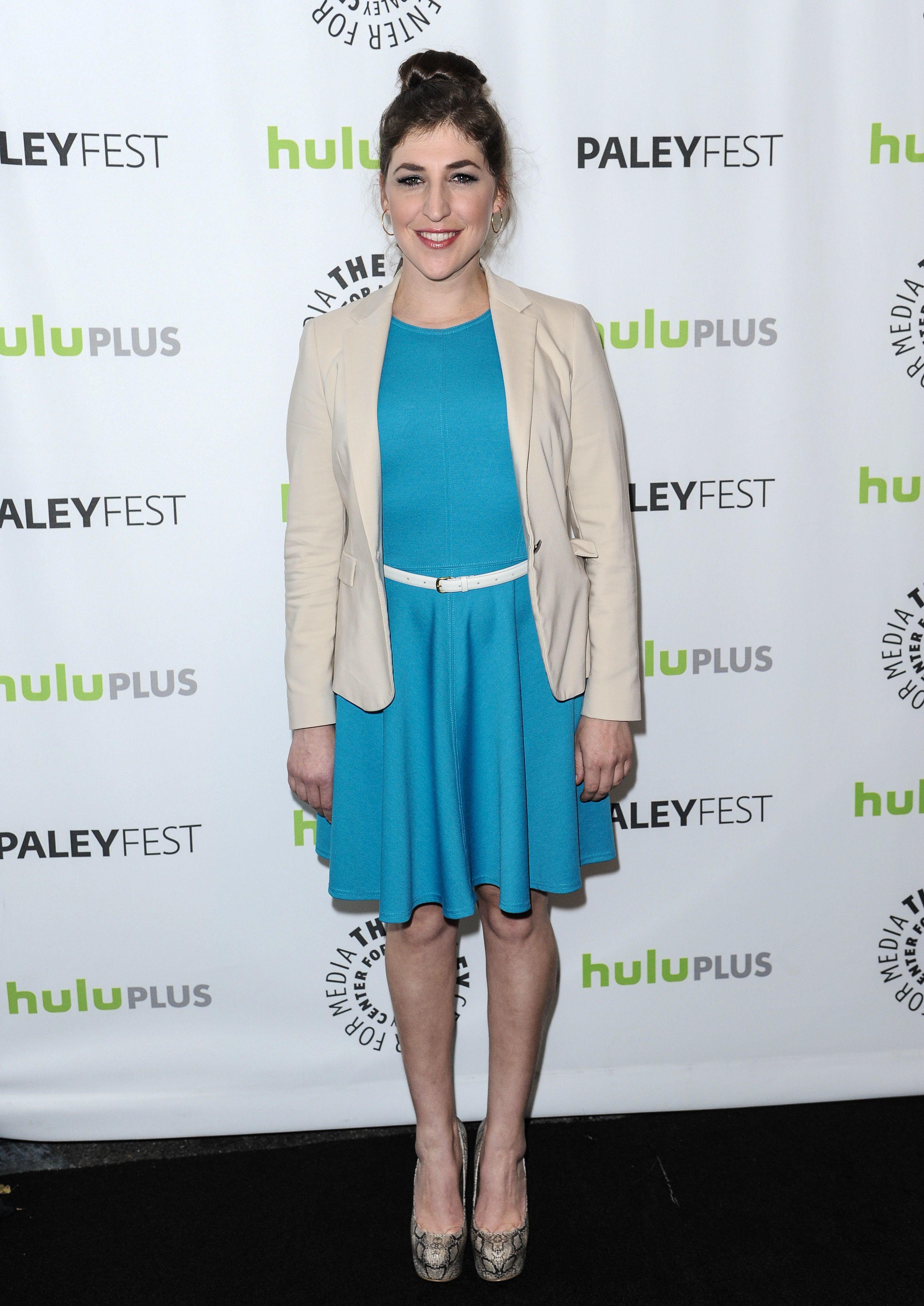 mayim bialik blue dress