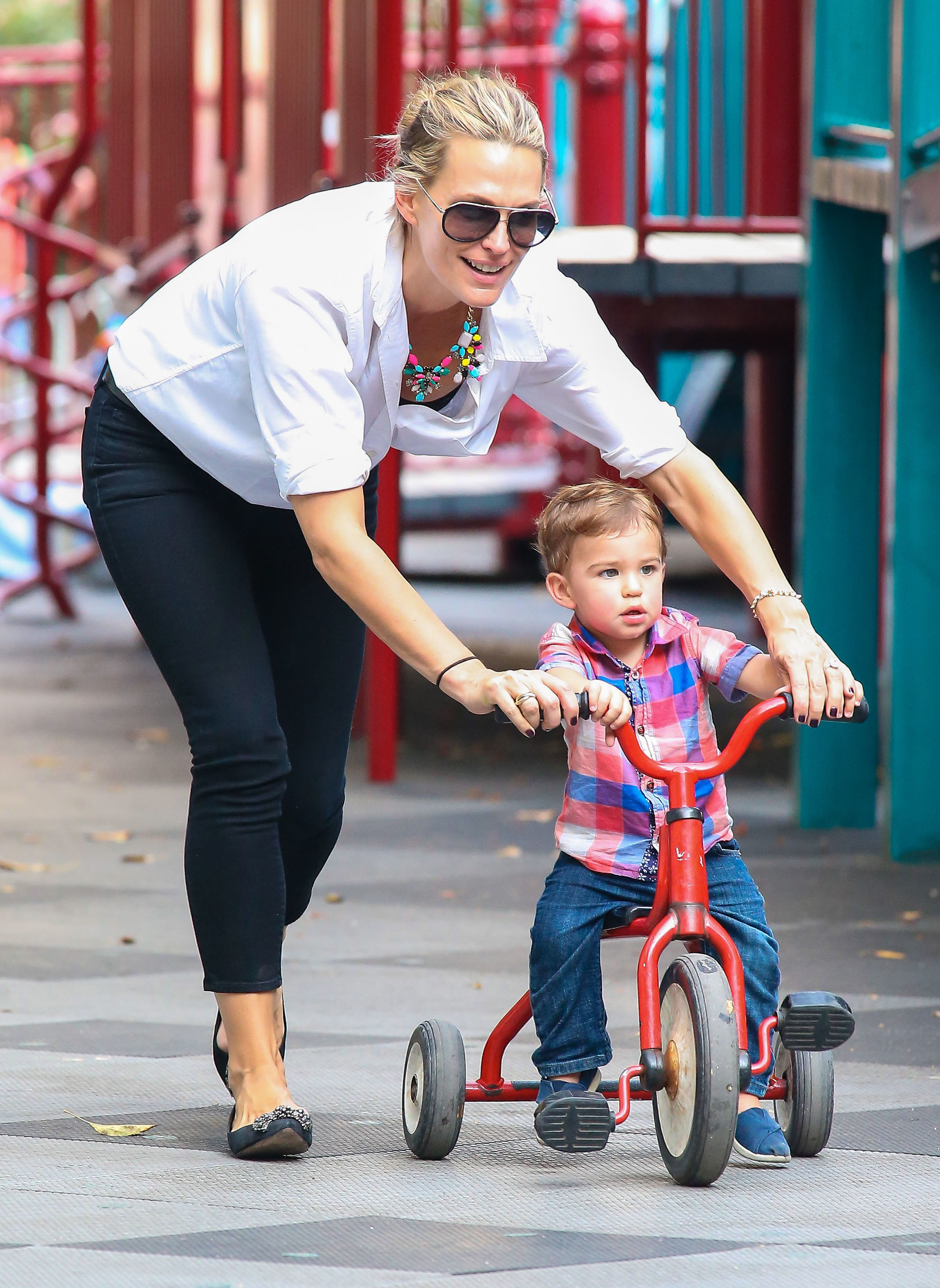 Molly Sims New York park