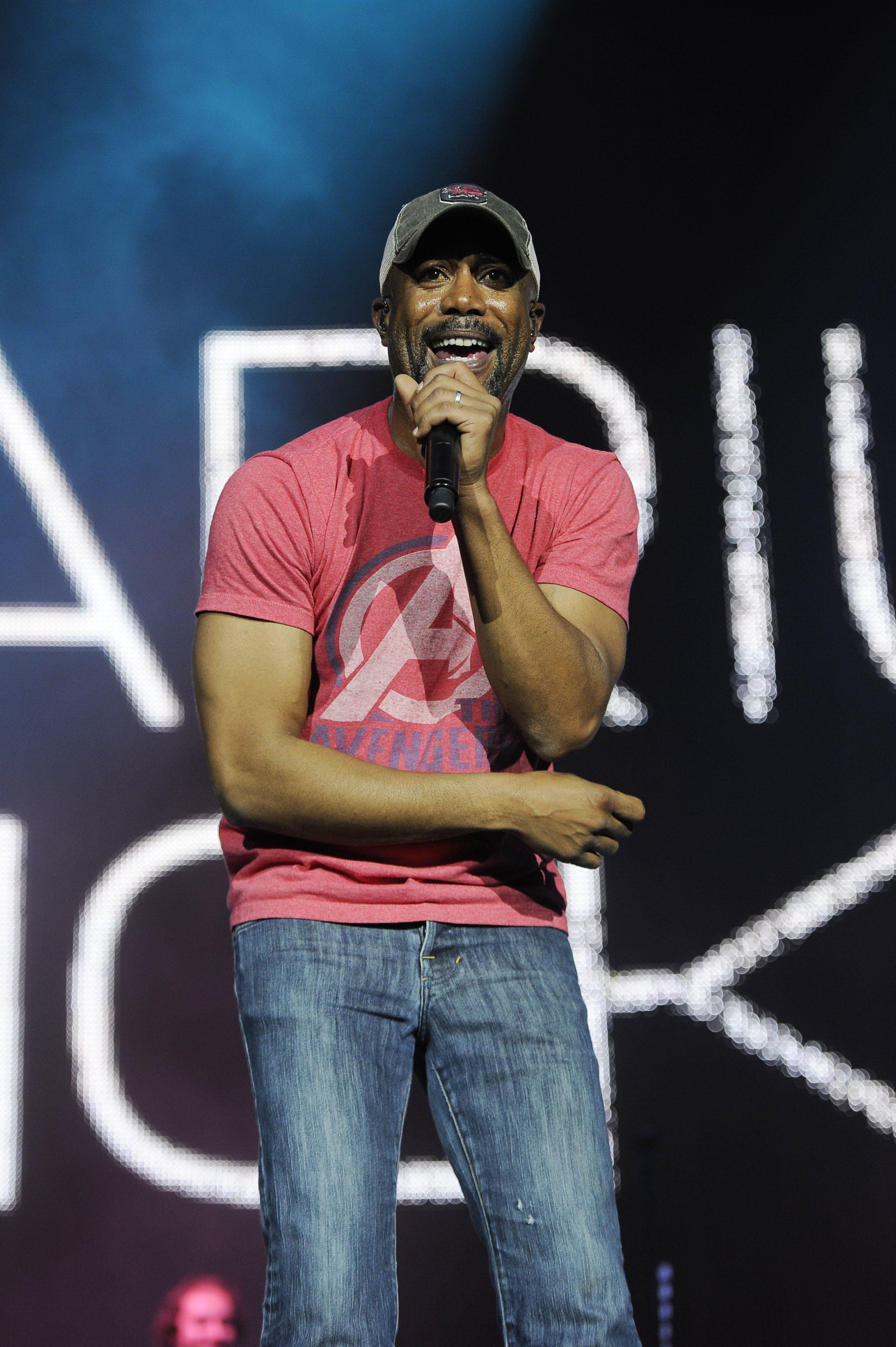 darius rucker red shirt