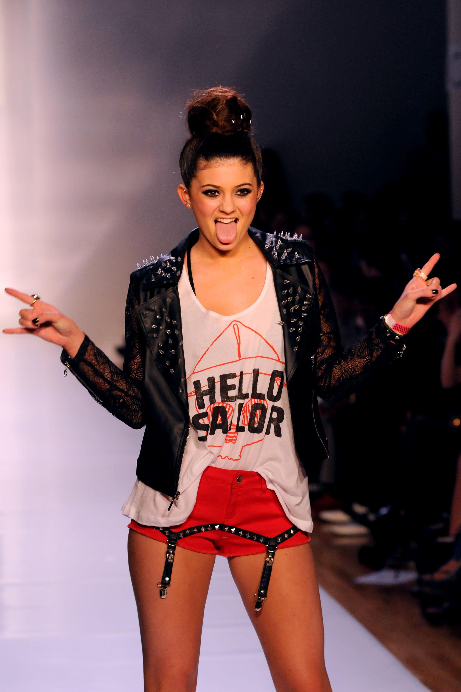 celebs slogan tee strars wearing slogan t shirts