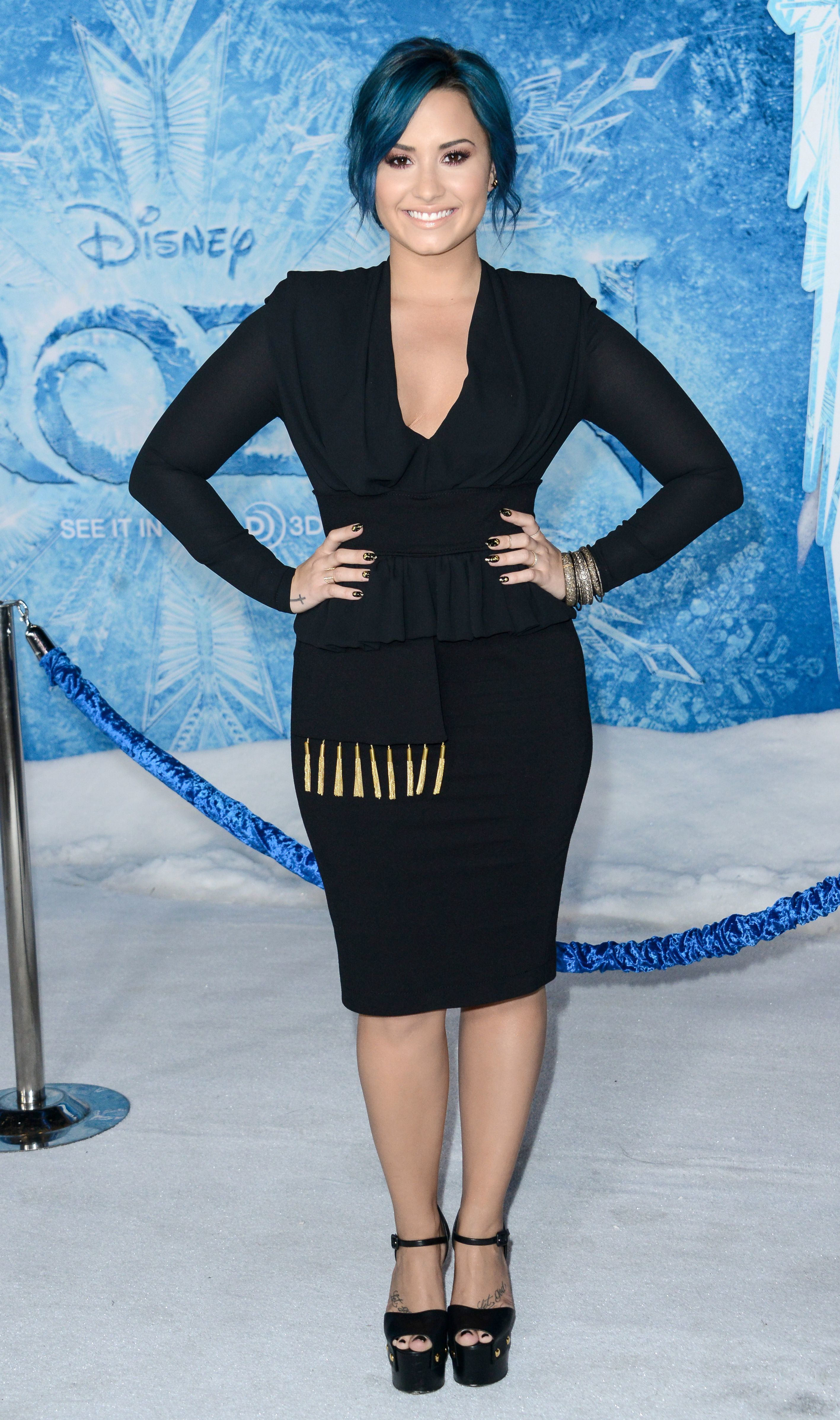 Demi Lovato frozen black