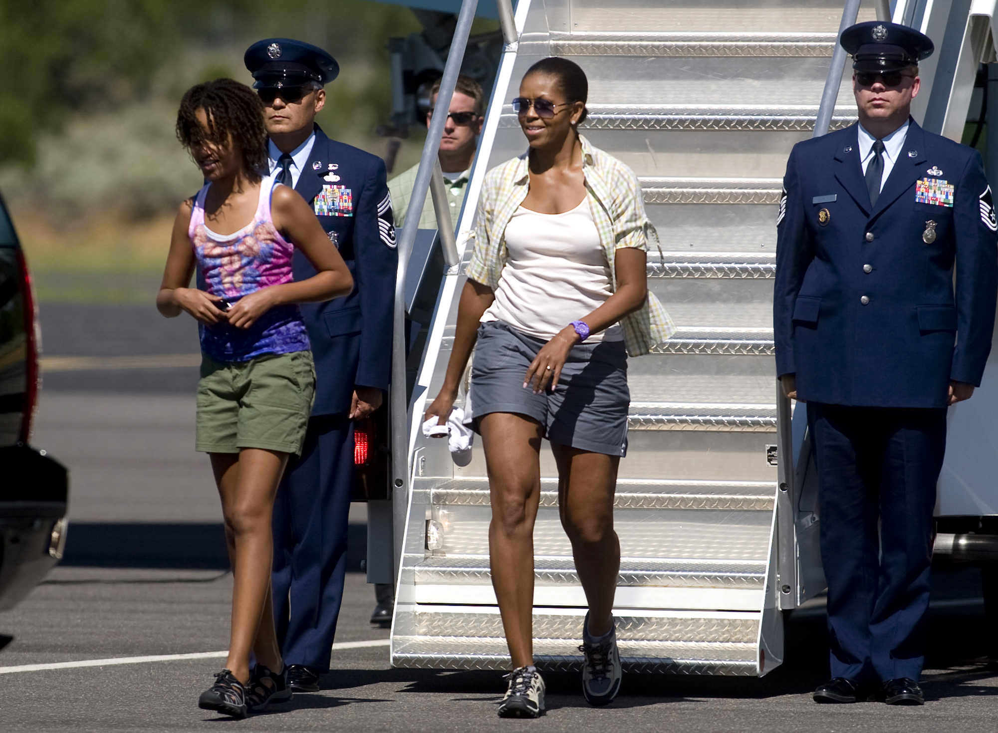 michelle obama gray shorts air force one