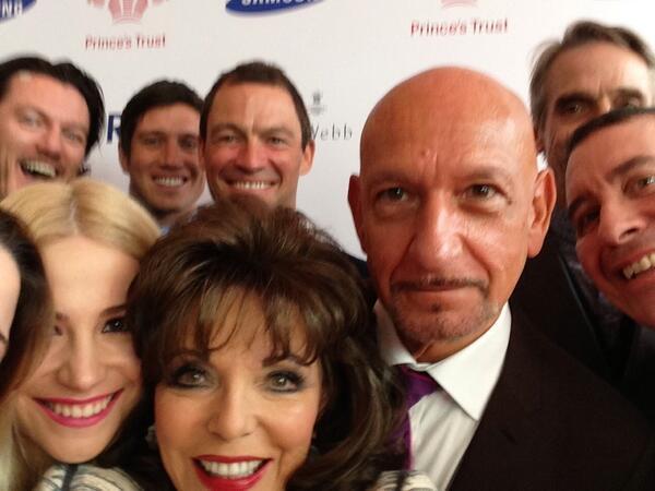 Joan Collins Ben Kingsley Oscar selfie