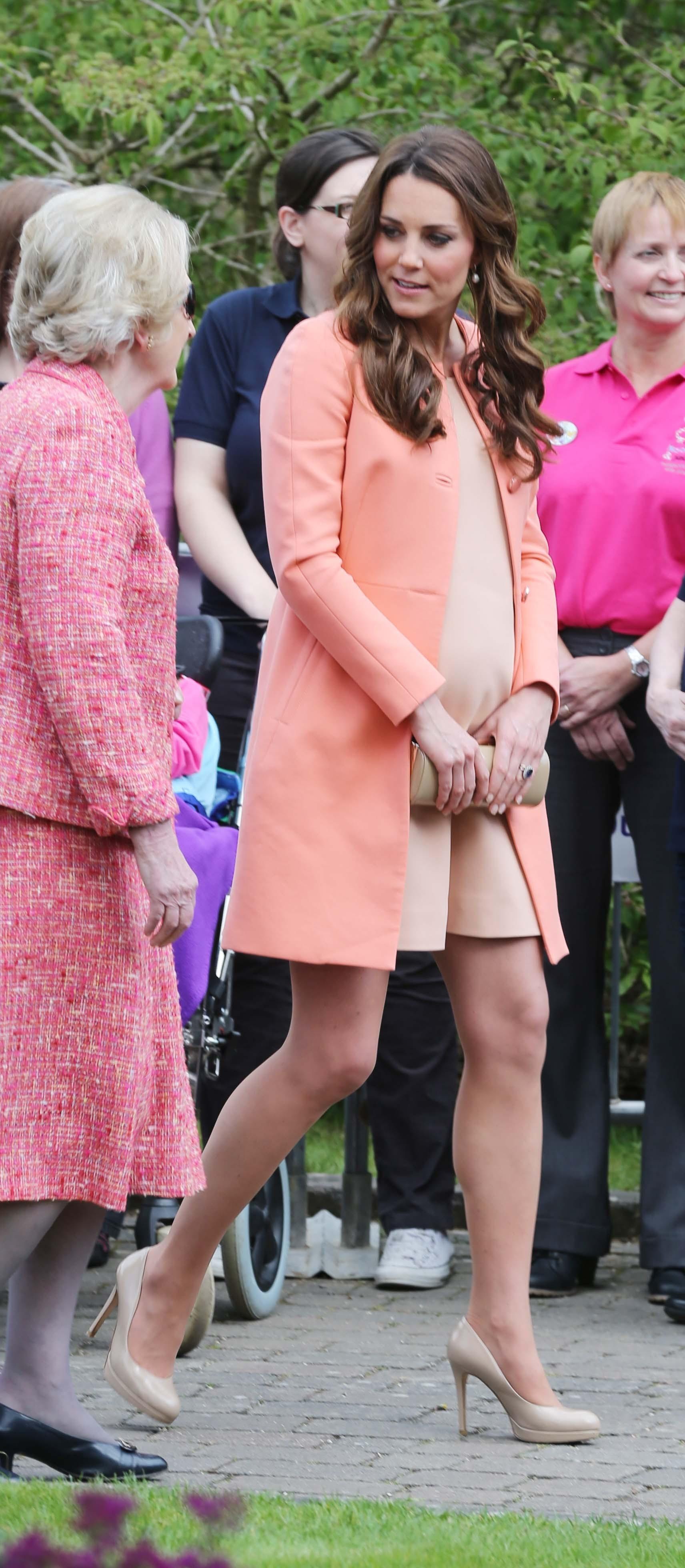 duchess kate pregnant heels