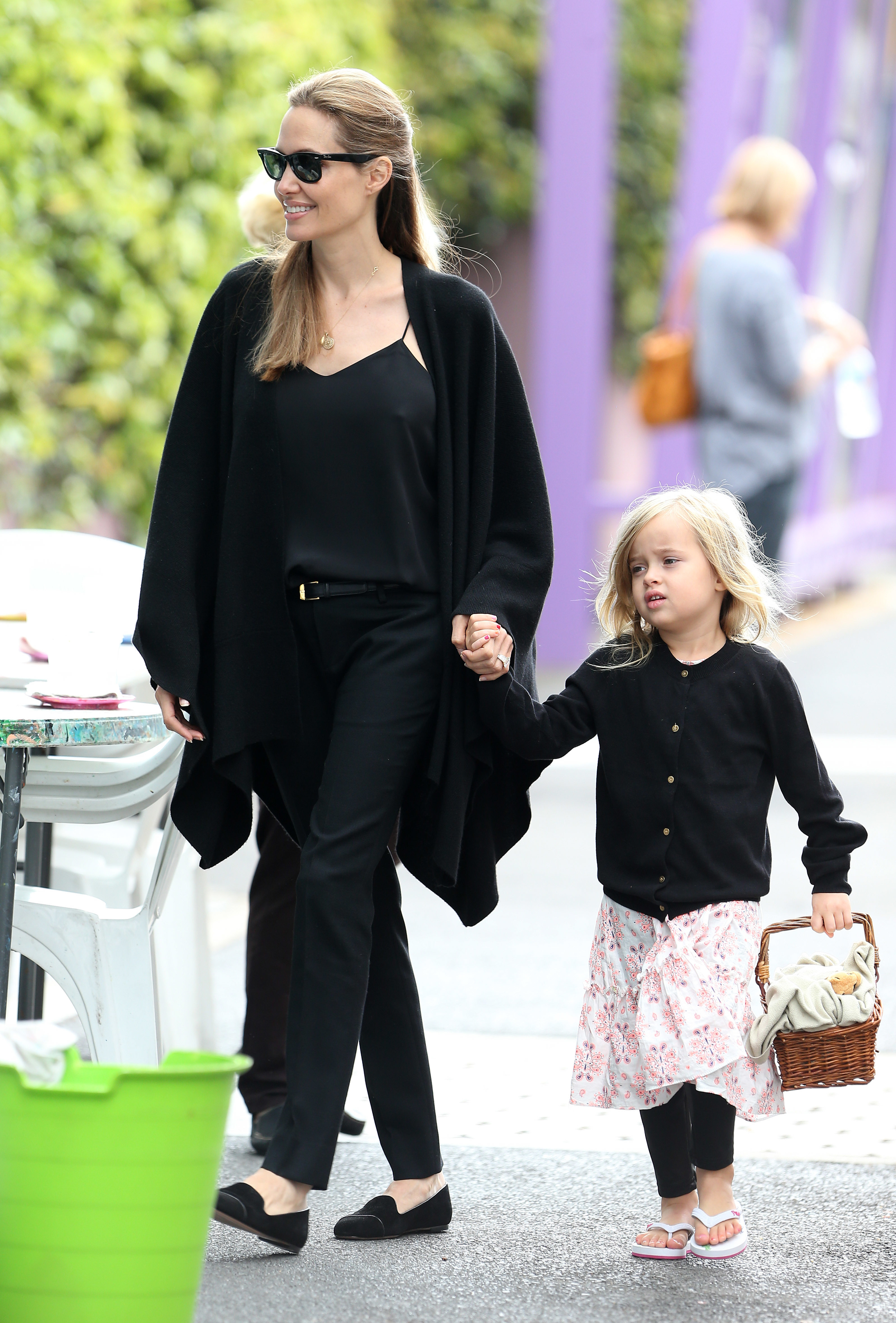 Angelina Jolie, twins, stock up on gag gifts in Vegas