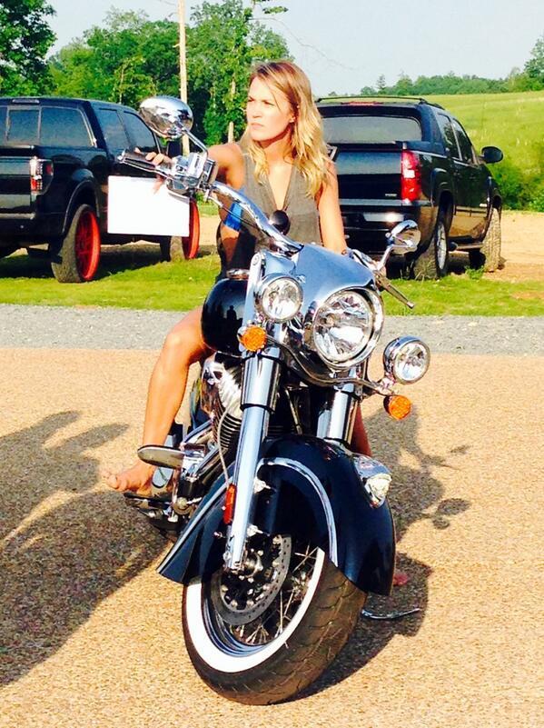 miranda lambert buys carrie underwood motorcycle