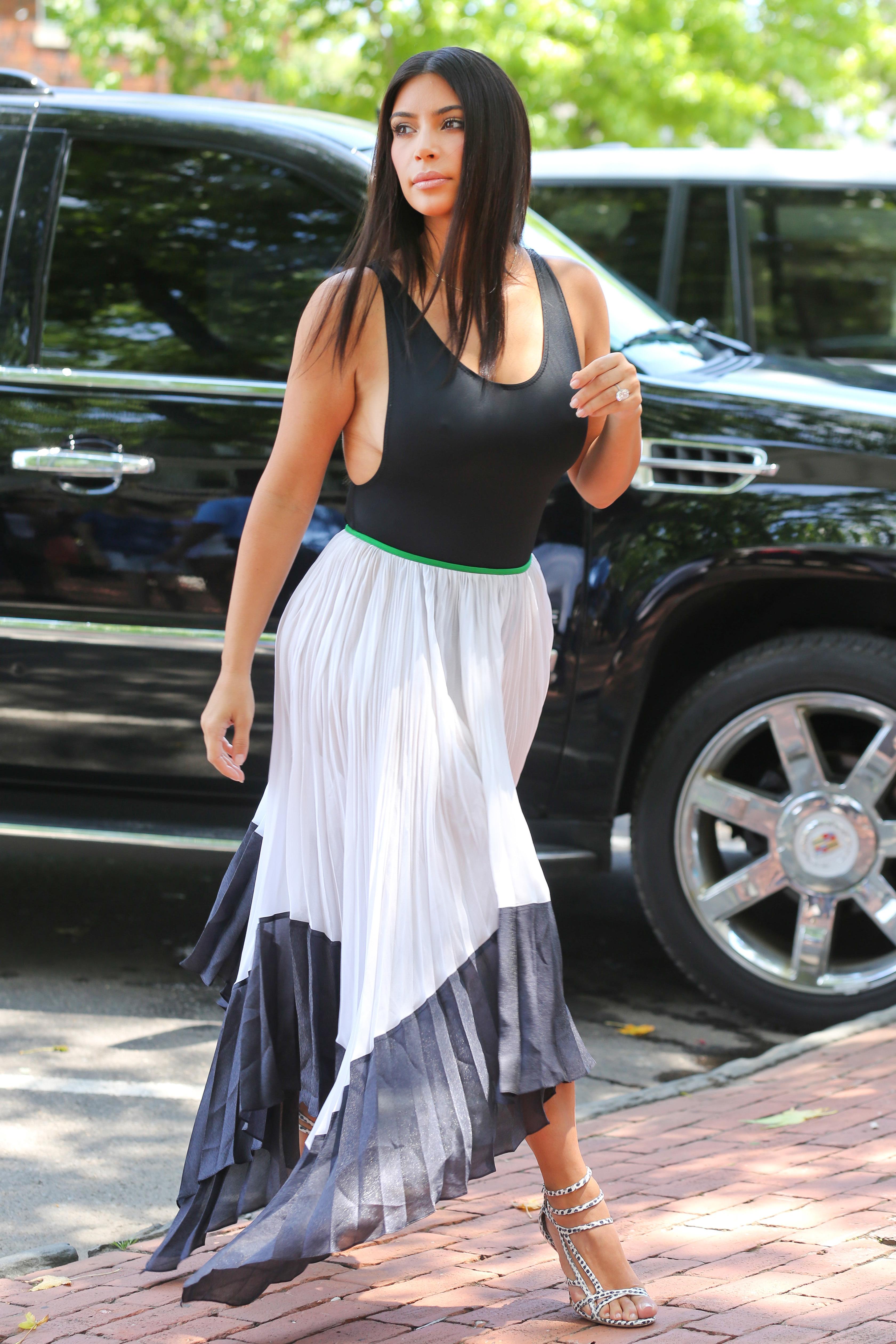 kim kardashian side boob 2