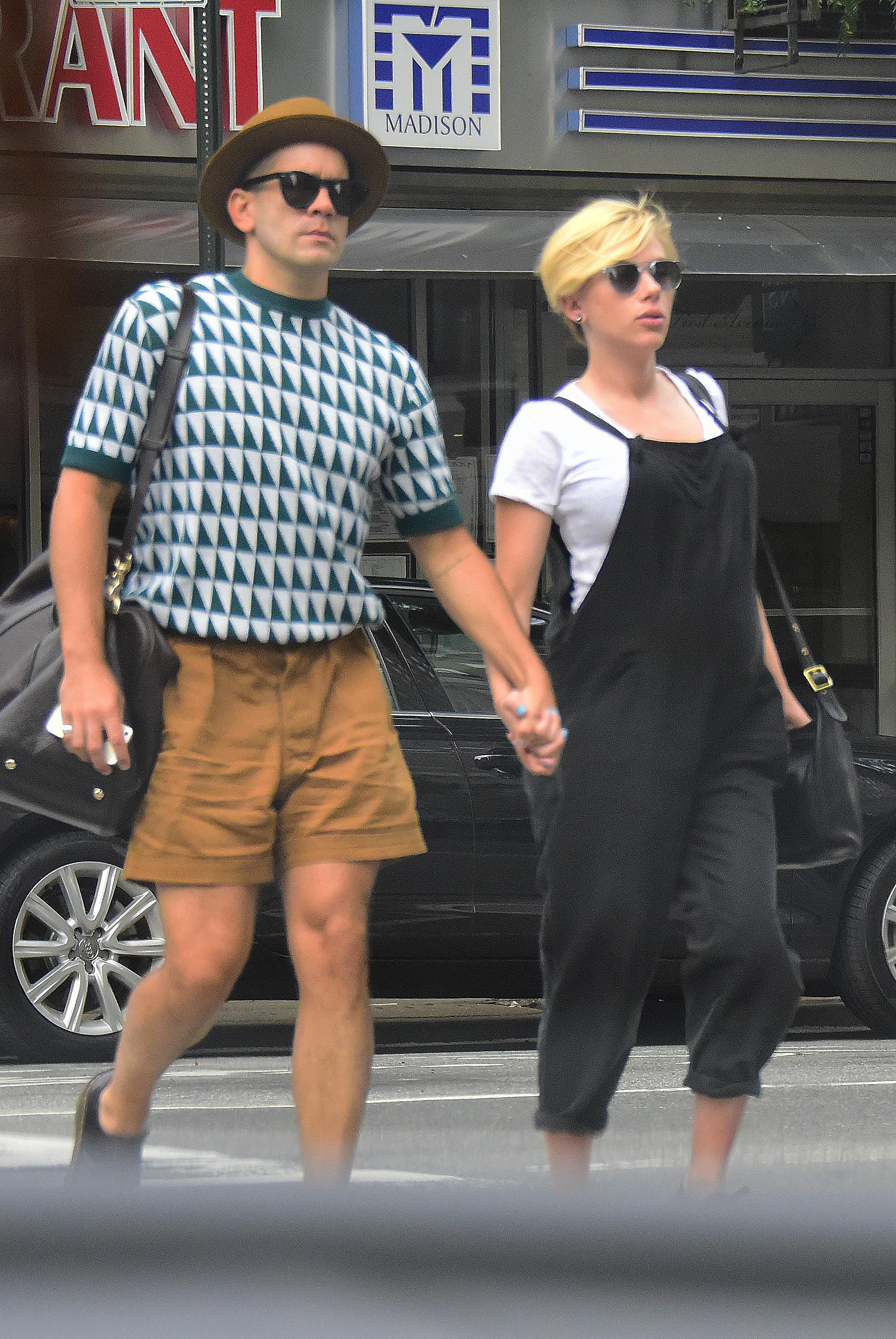 Scarlett Johansson pixie cut