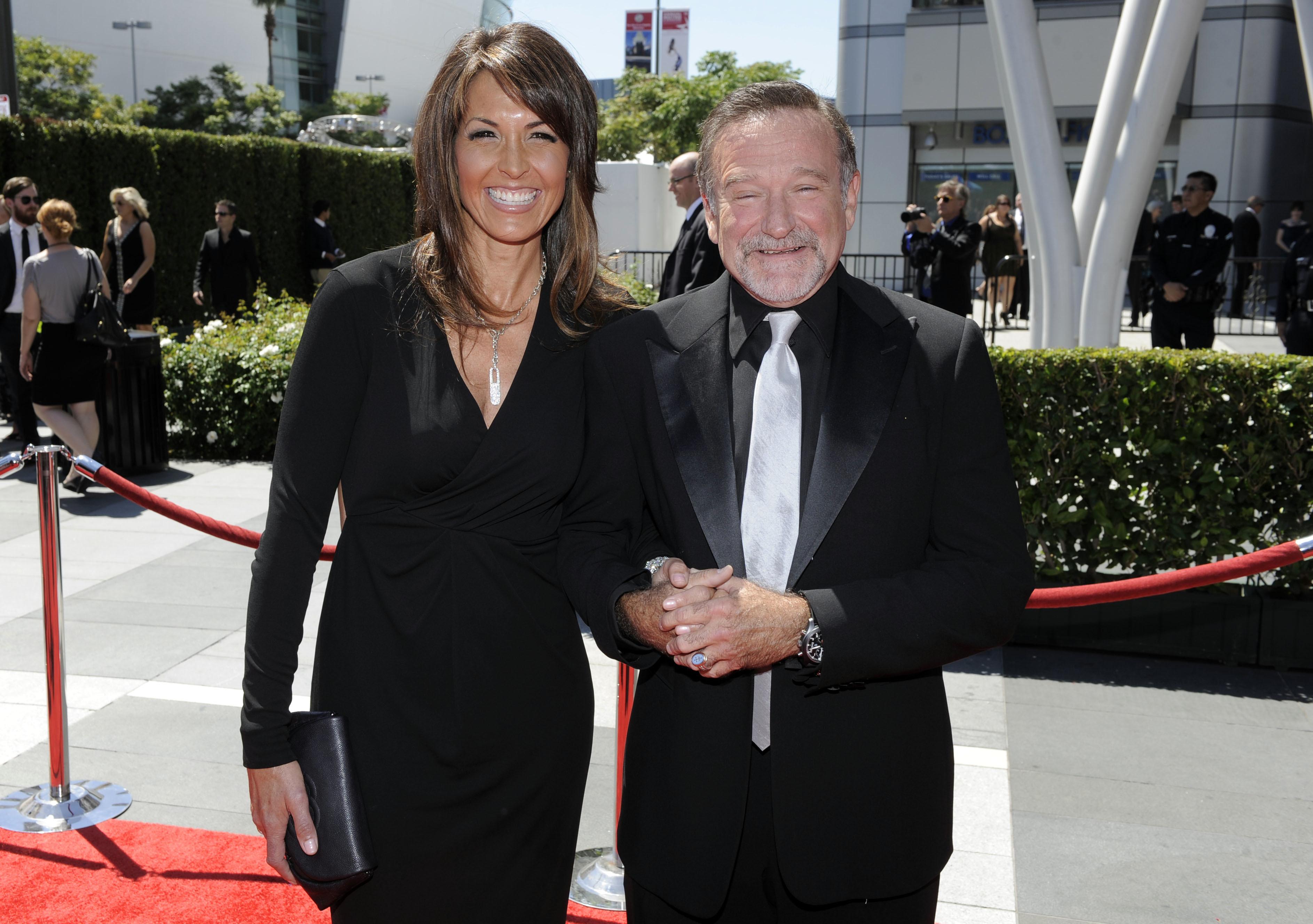 Is Robin Williams' widow writing a tell all?