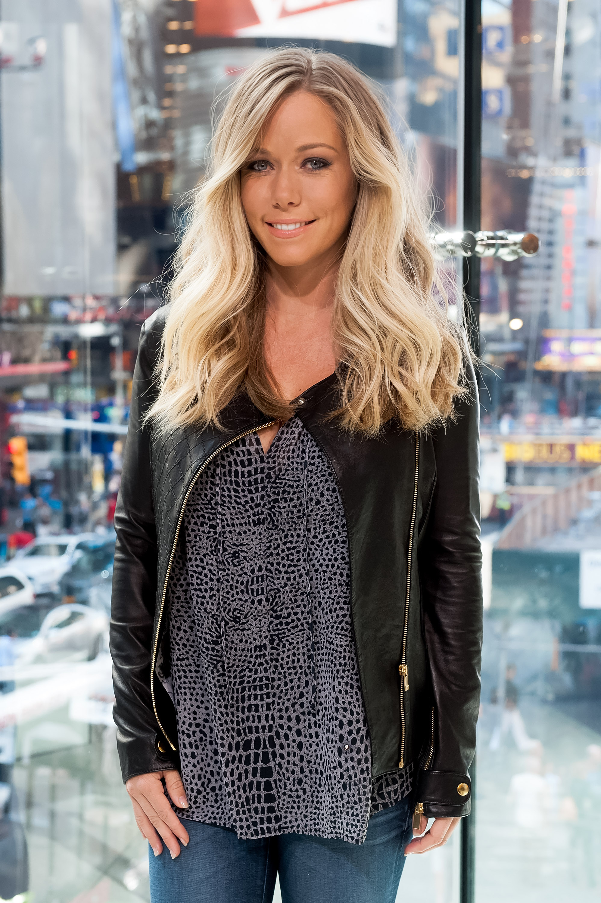 Kendra Wilkinson waxes nostalgic over her stripper income