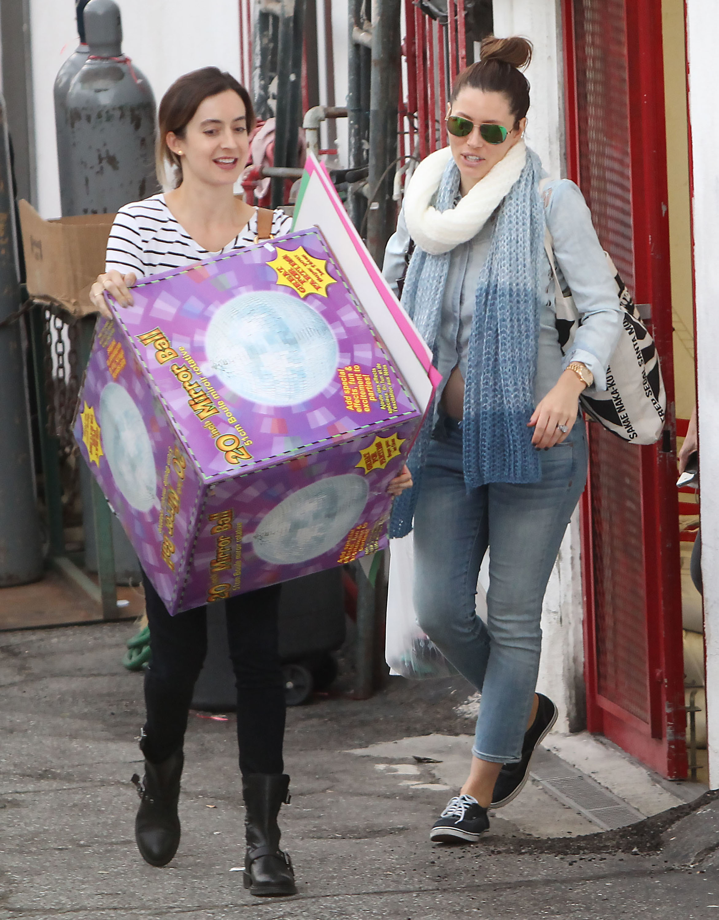 Us Weekly confirms that Jessica Biel is pregnant