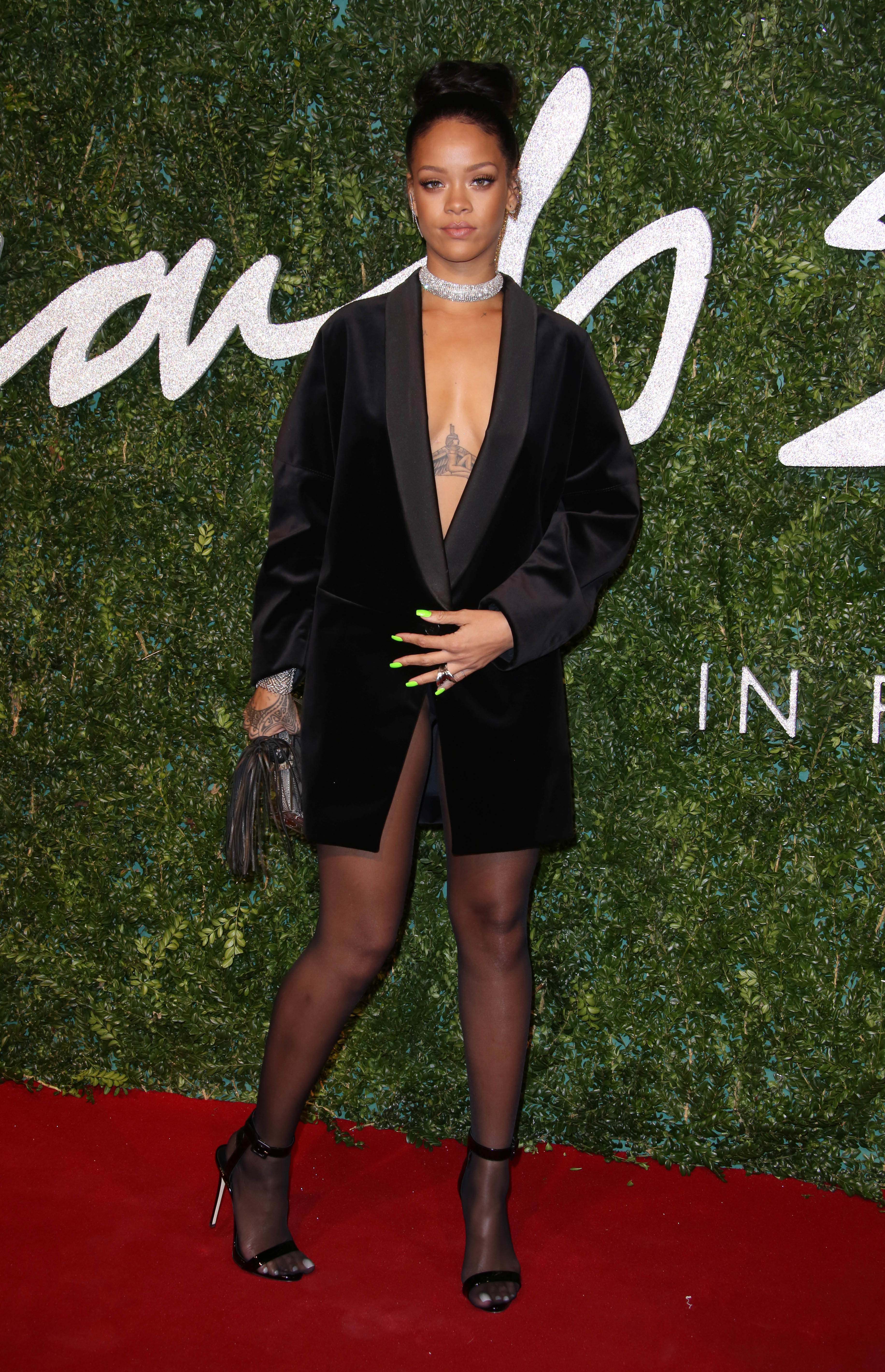 Rihanna no pants