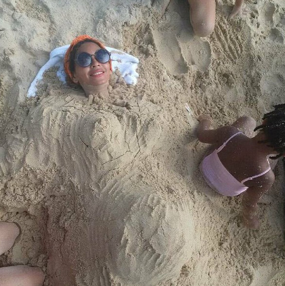 beyonce beach bump