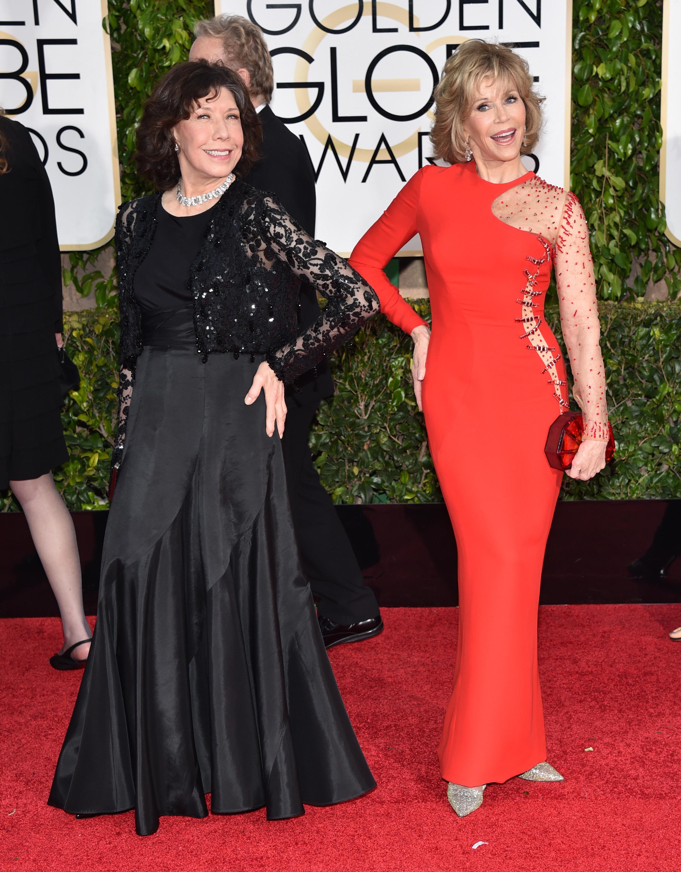 Lily Tomlin, Jane Fonda crack jokes about men in comedy