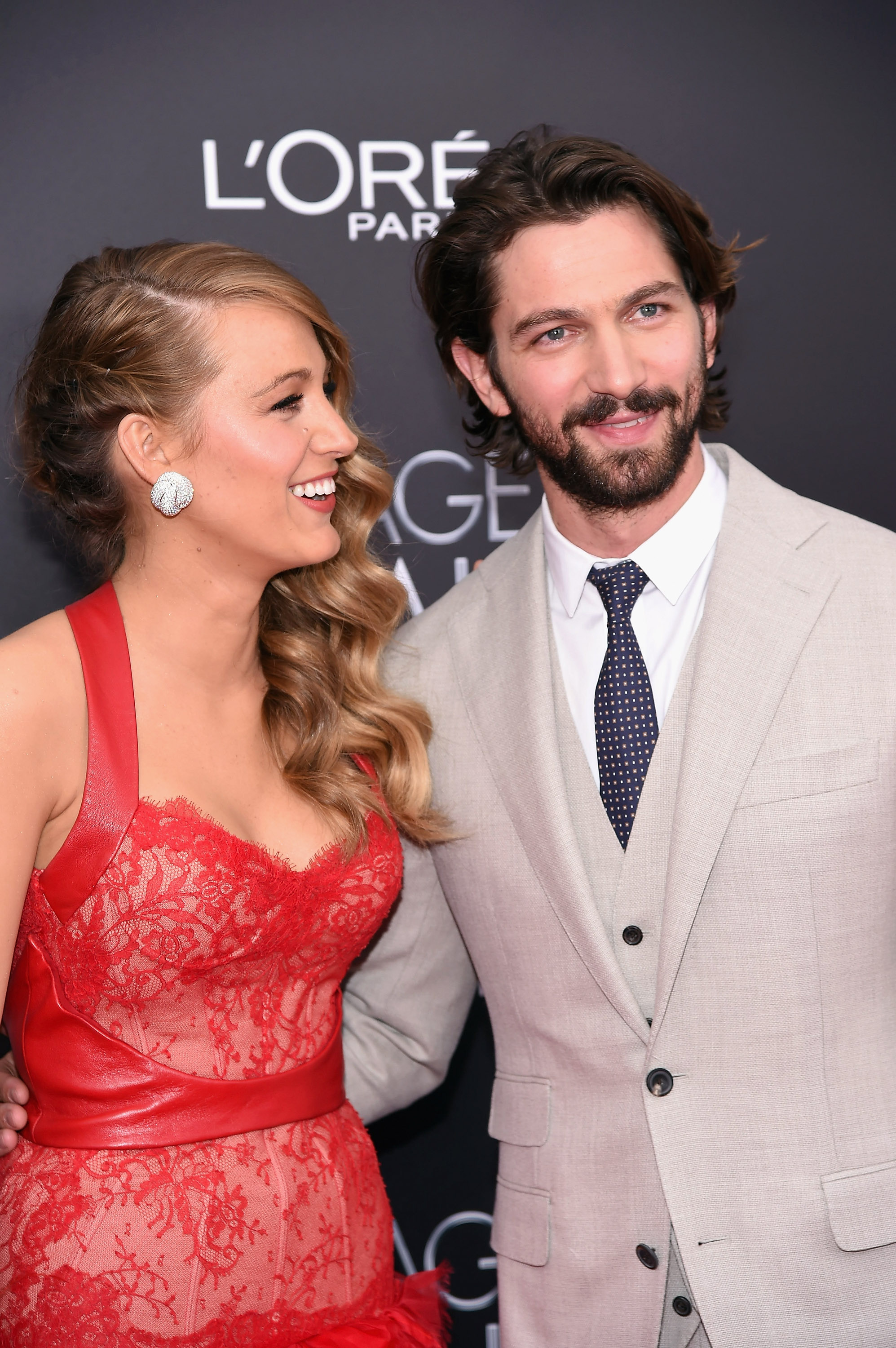 Ryan Reynolds gets overprotective of Blake Lively on Twitter