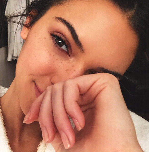 Kendall Jenner ditches her makeup in a new selfie