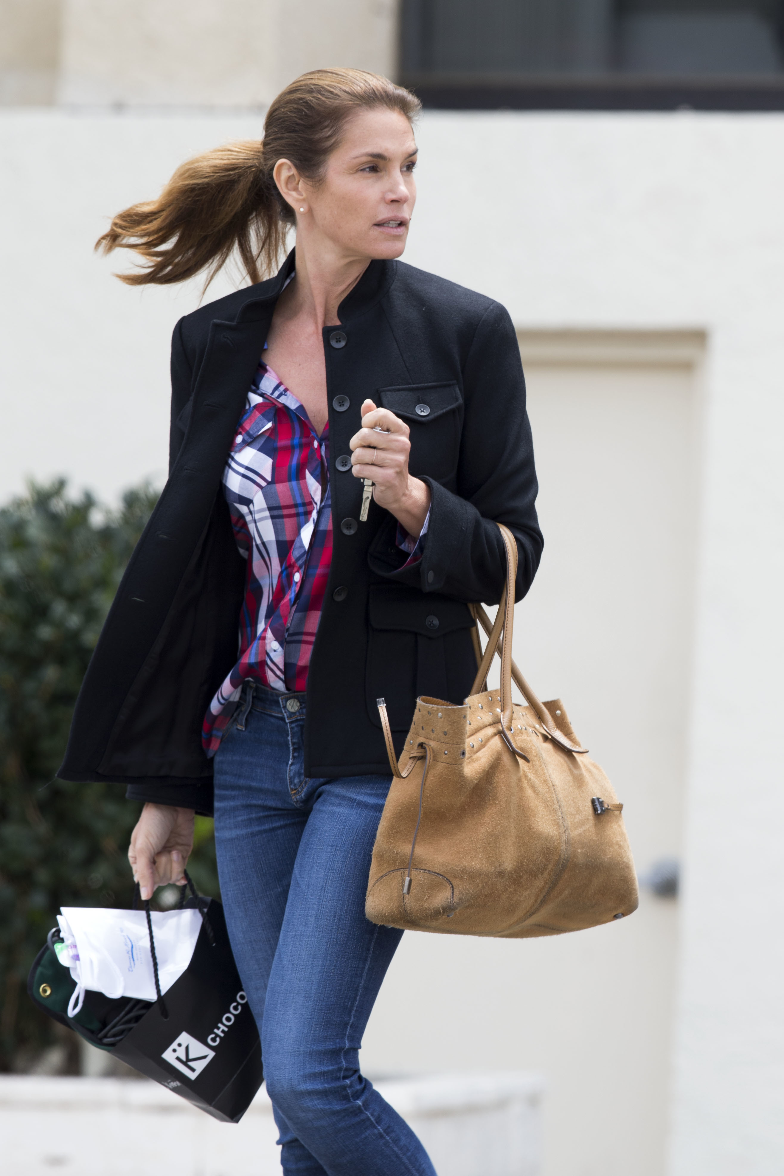 Cindy Crawford looks stunning without makeup