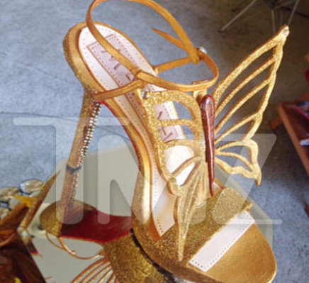 Mariah Carey's gold stiletto cake wins Mother's Day 2015