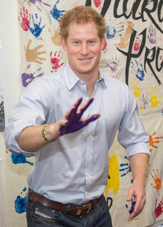 Prince Harry pranks royal photographer
