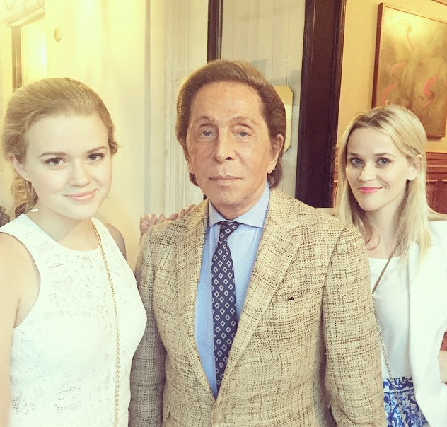 Reese Witherspoon and her daughter meet Valentino on their Italian vacay