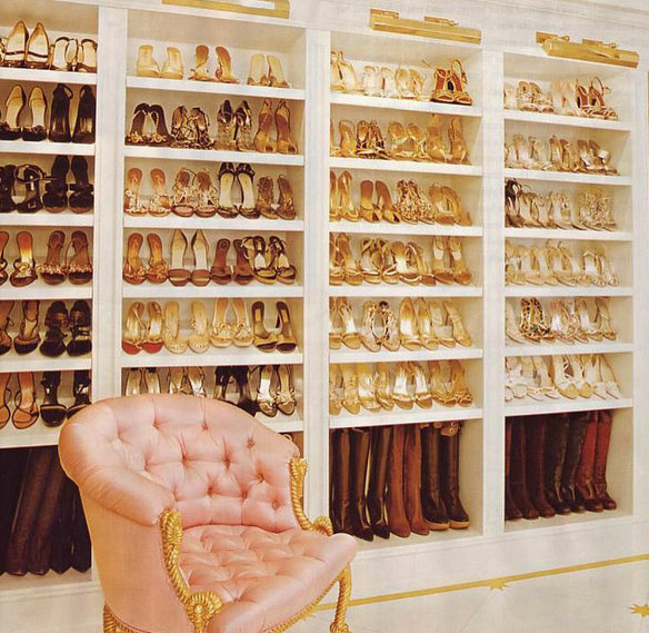 Mariah Carey shows off her insane shoe collection