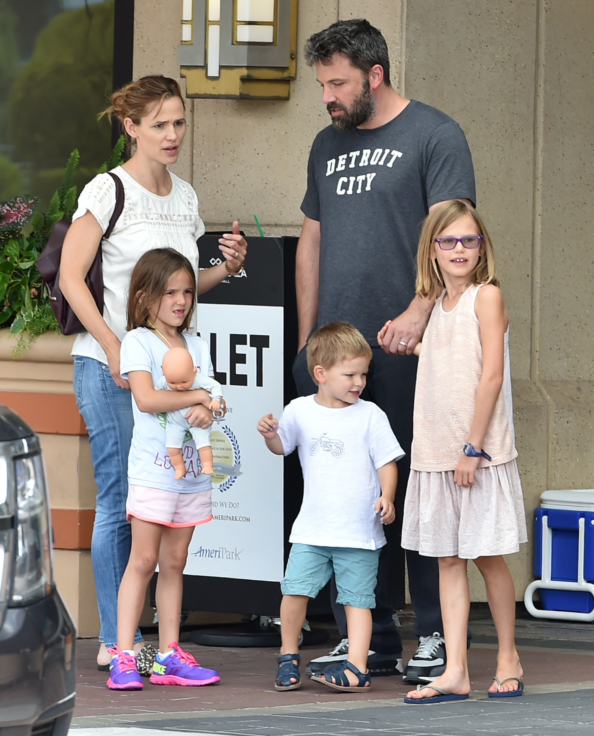 What's up with Jennifer Garner and Michael Vartan?