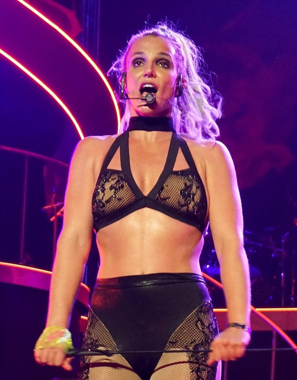 Britney Spears wants 'a hot nerd'