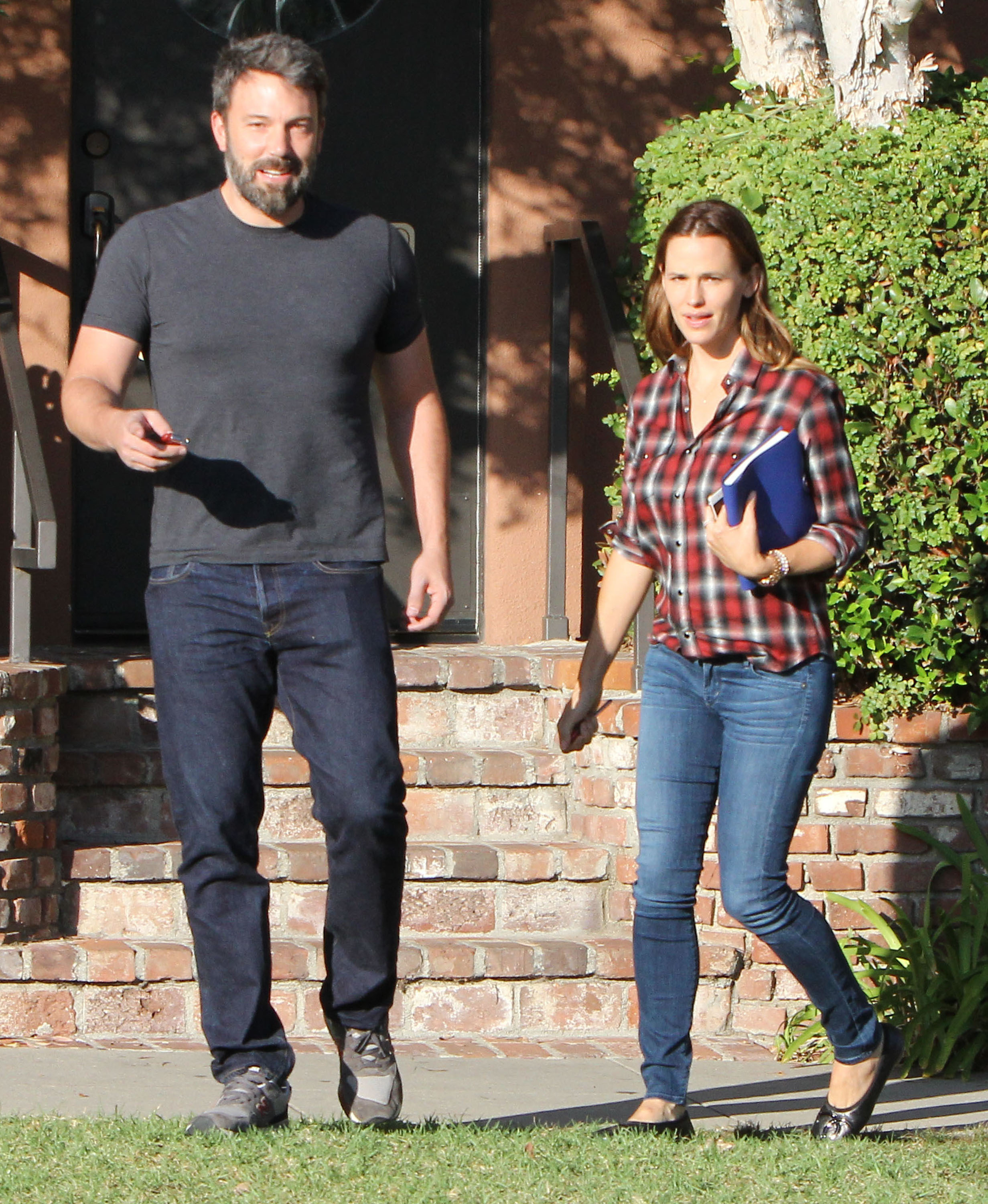Ben Affleck, Jennifer Garner put the brakes on divorce