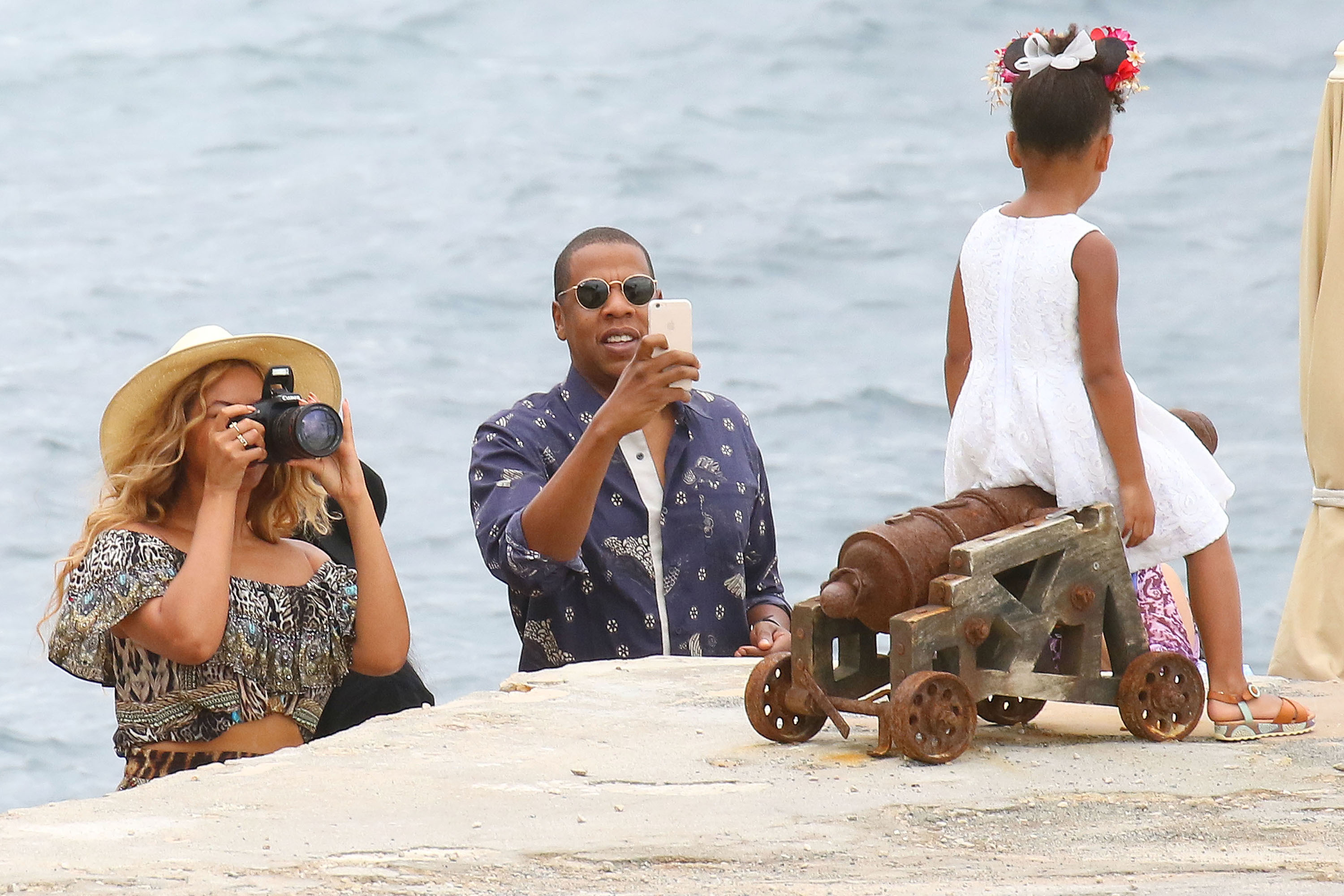 Beyonce, Jay Z and Blue Ivy yacht around the South of France