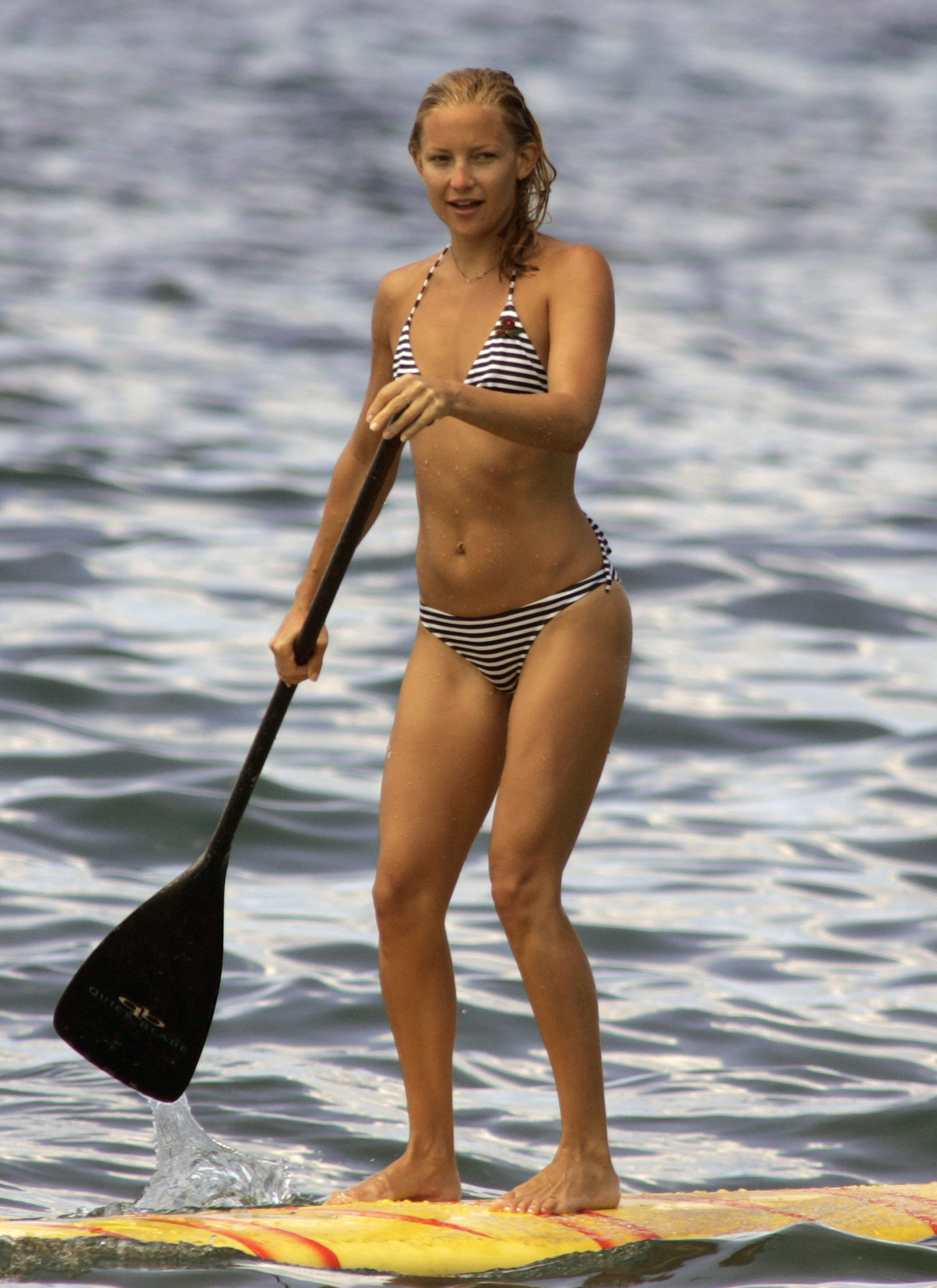 kate hudson paddleboard