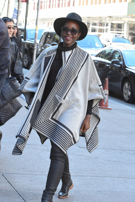 Lupita Nyong'o street style - poncho - Lupita Nyong'o ...