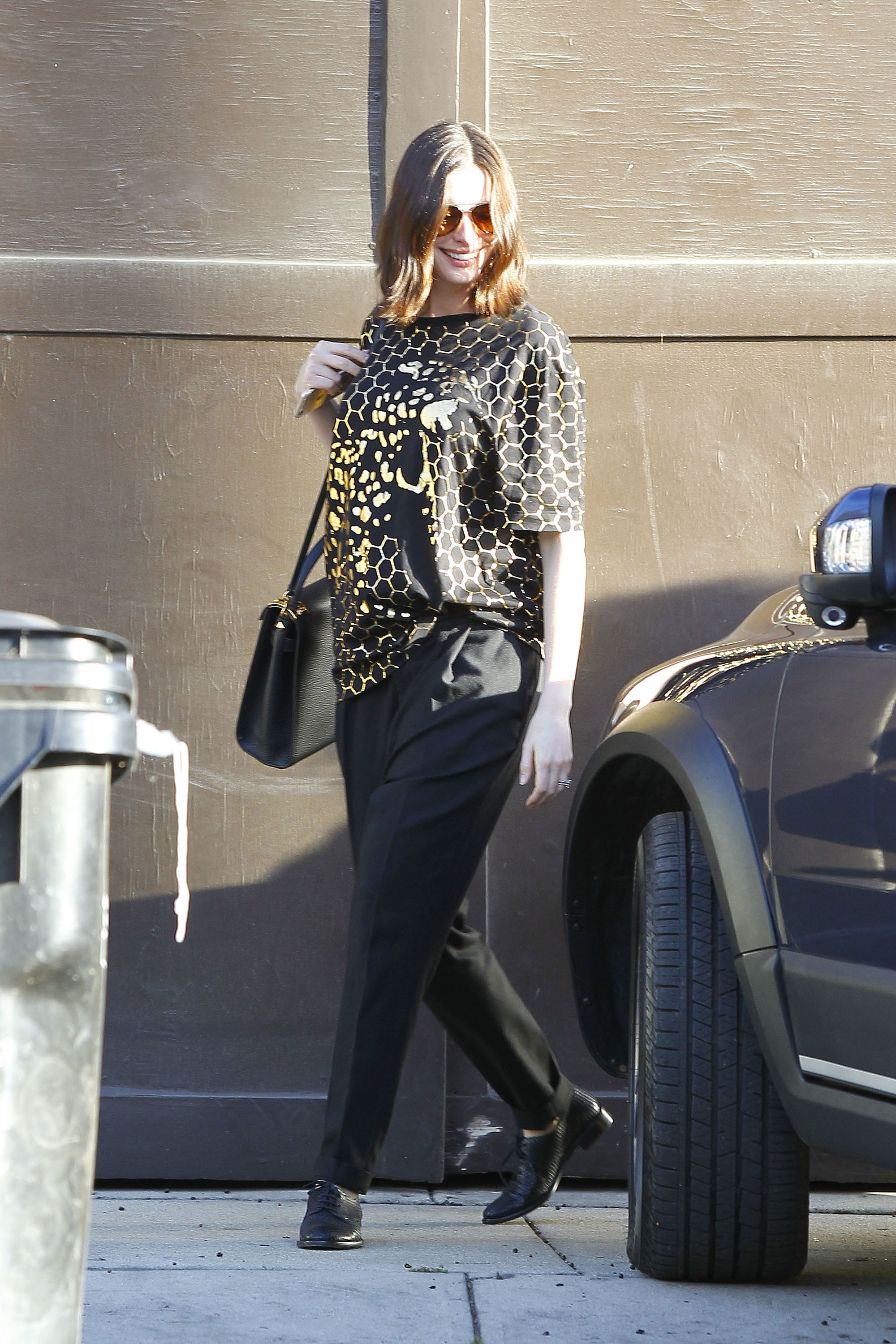 anne hathaway pregnant style